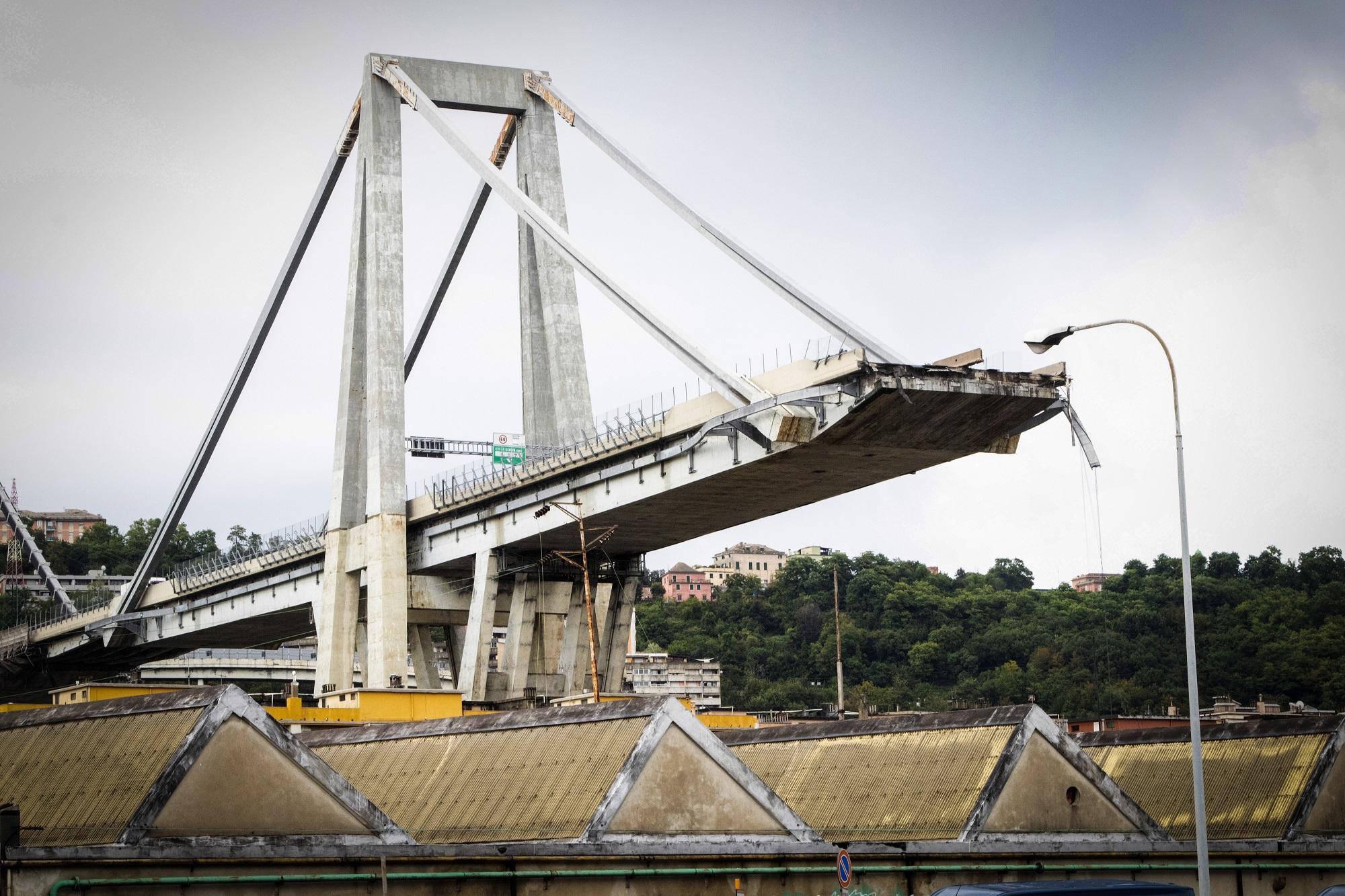"""Az olasz kormánypárt azt írta, """"gyerekmese"""", hogy össze fog omlani a genovai híd"""