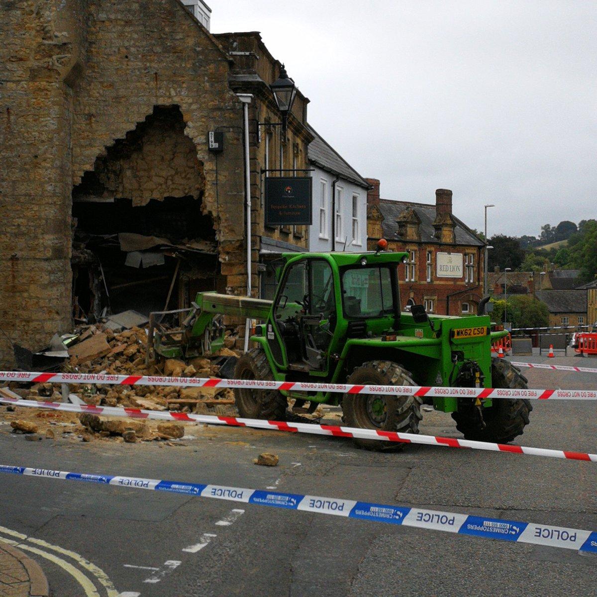 Traktorral bontották le egy régi ház falát, hogy megszerezzék a bankautomatát