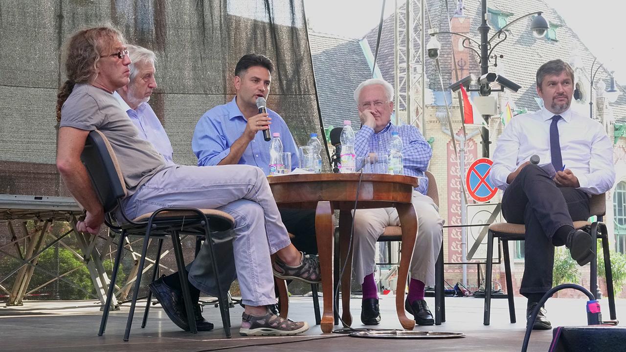 """Európa-párti ellenzékiek Hódmezővásárhelyen: """"Dezinformációs diktatúrában élünk"""""""