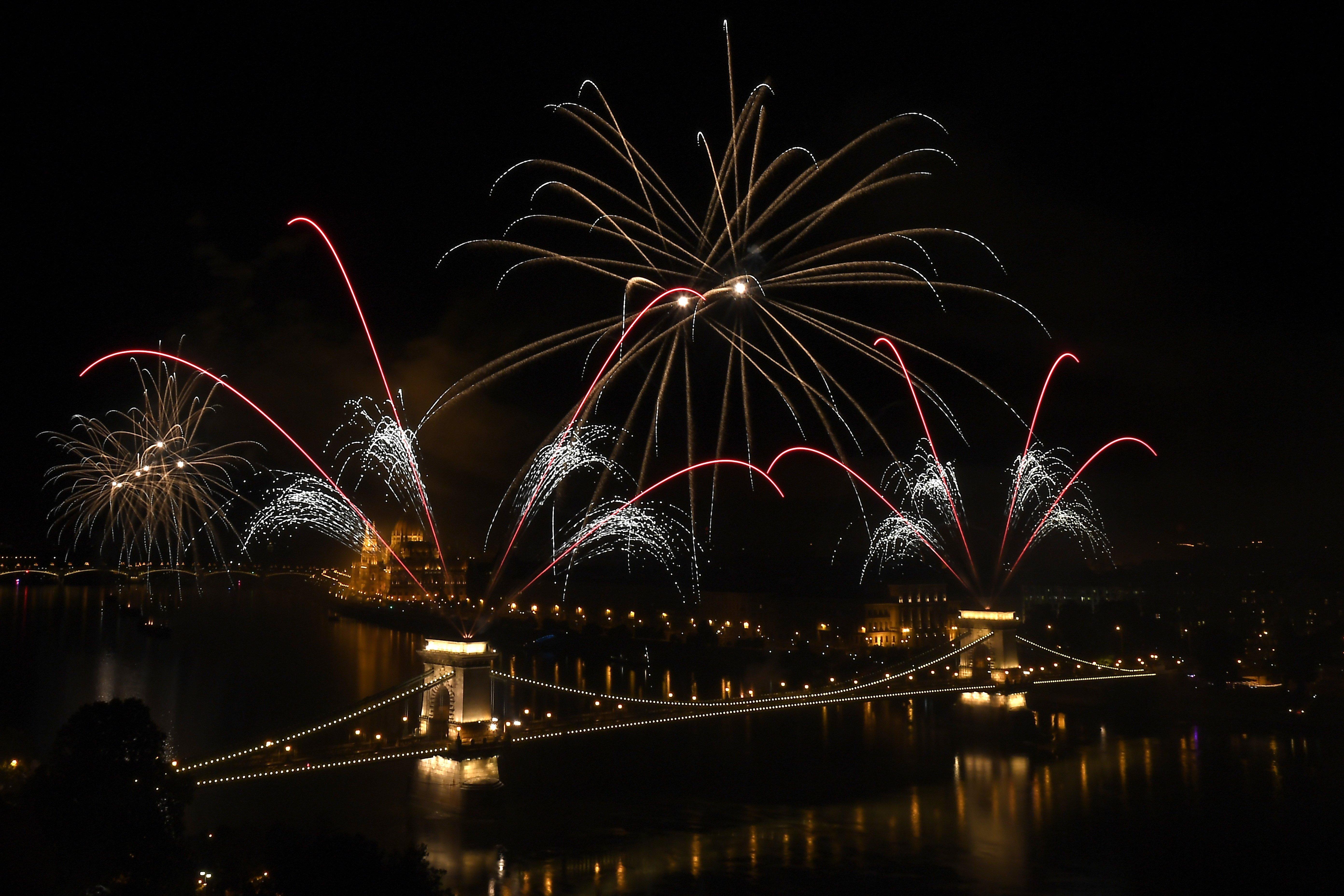 A főváros megtiltja, hogy a Lánchidat tűzijátékhoz használják