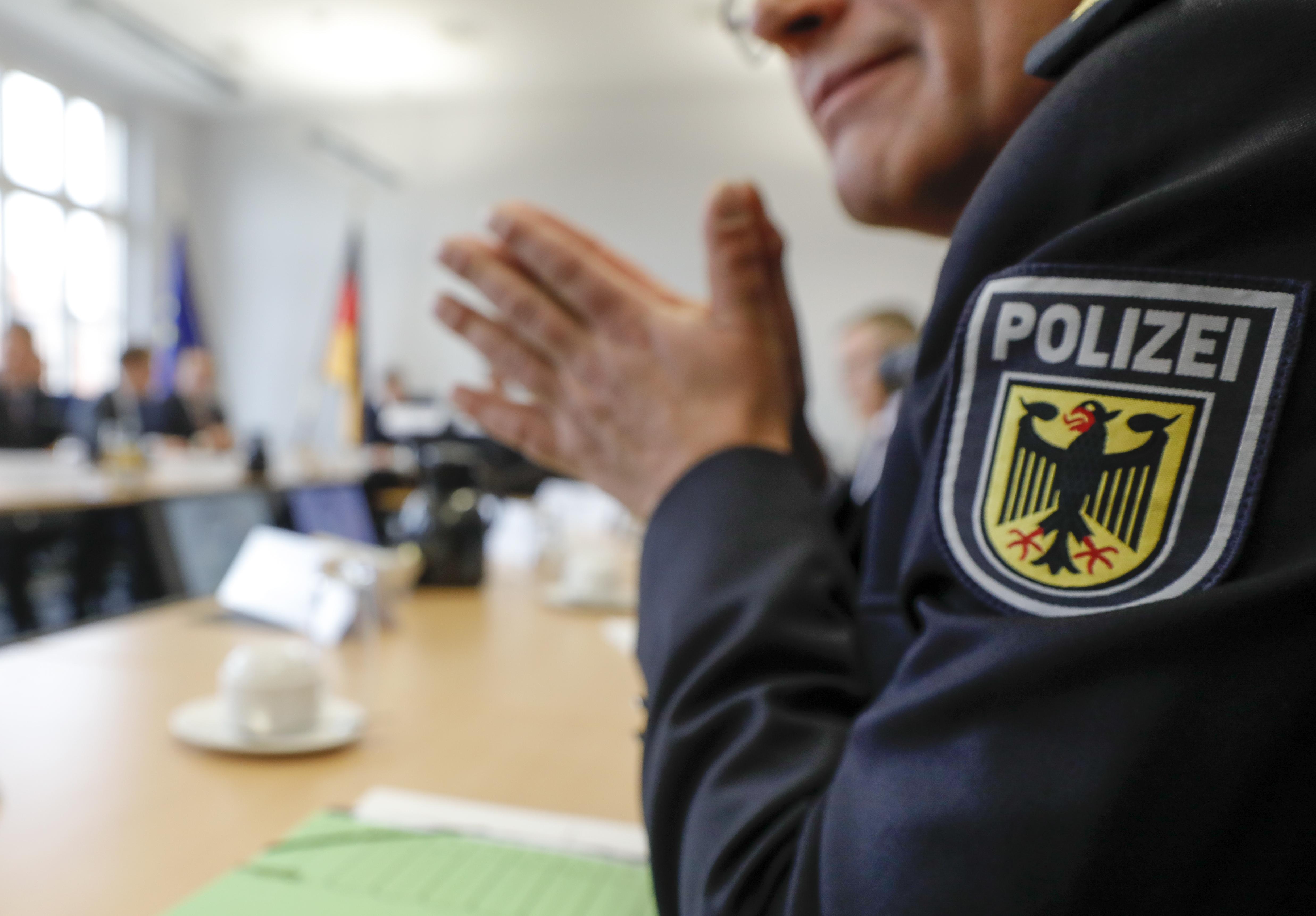 Gyűlöletkeltő kommentelők elleni razziát tartott a német rendőrség