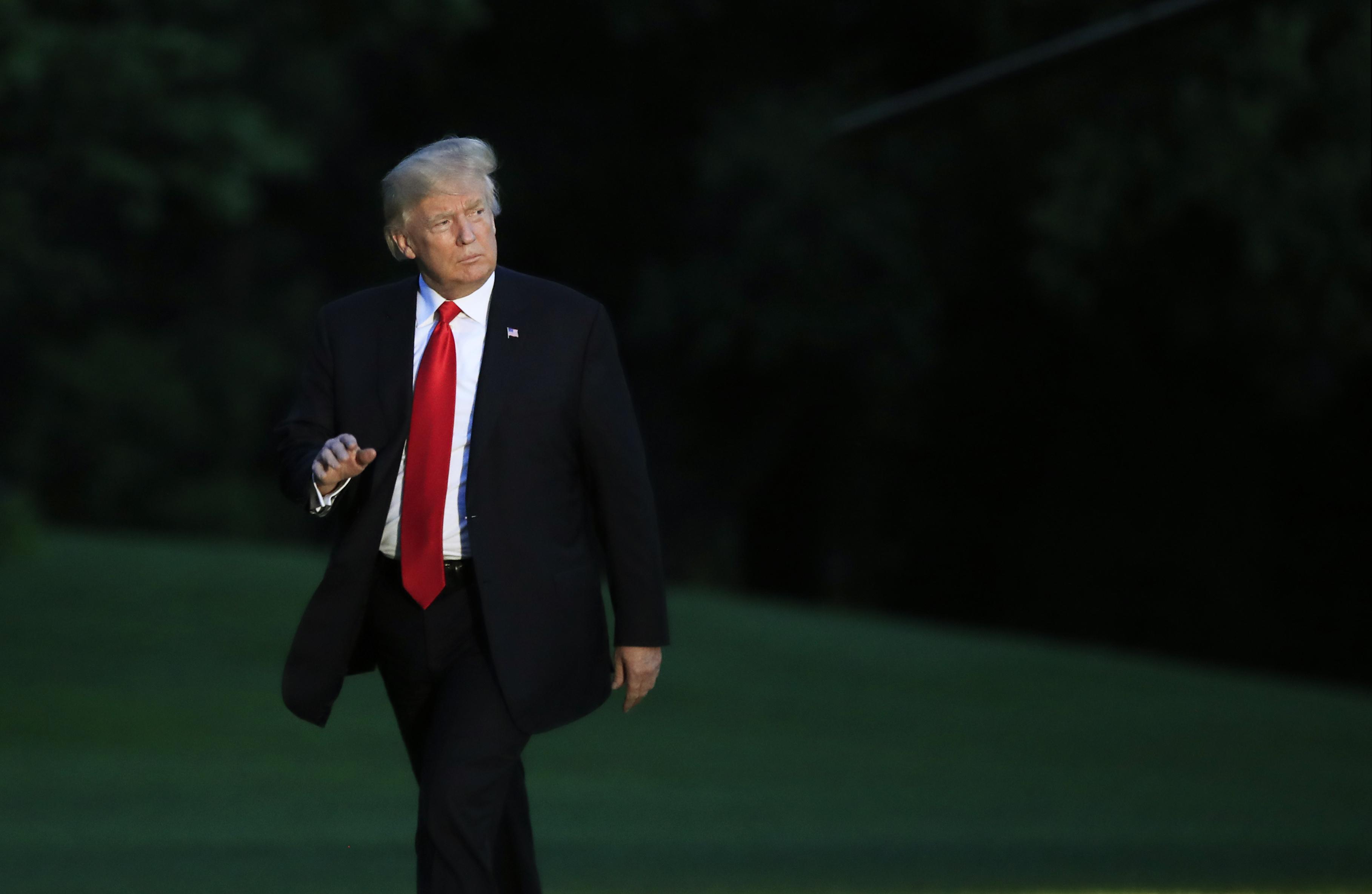 Mélyponton Trump népszerűsége