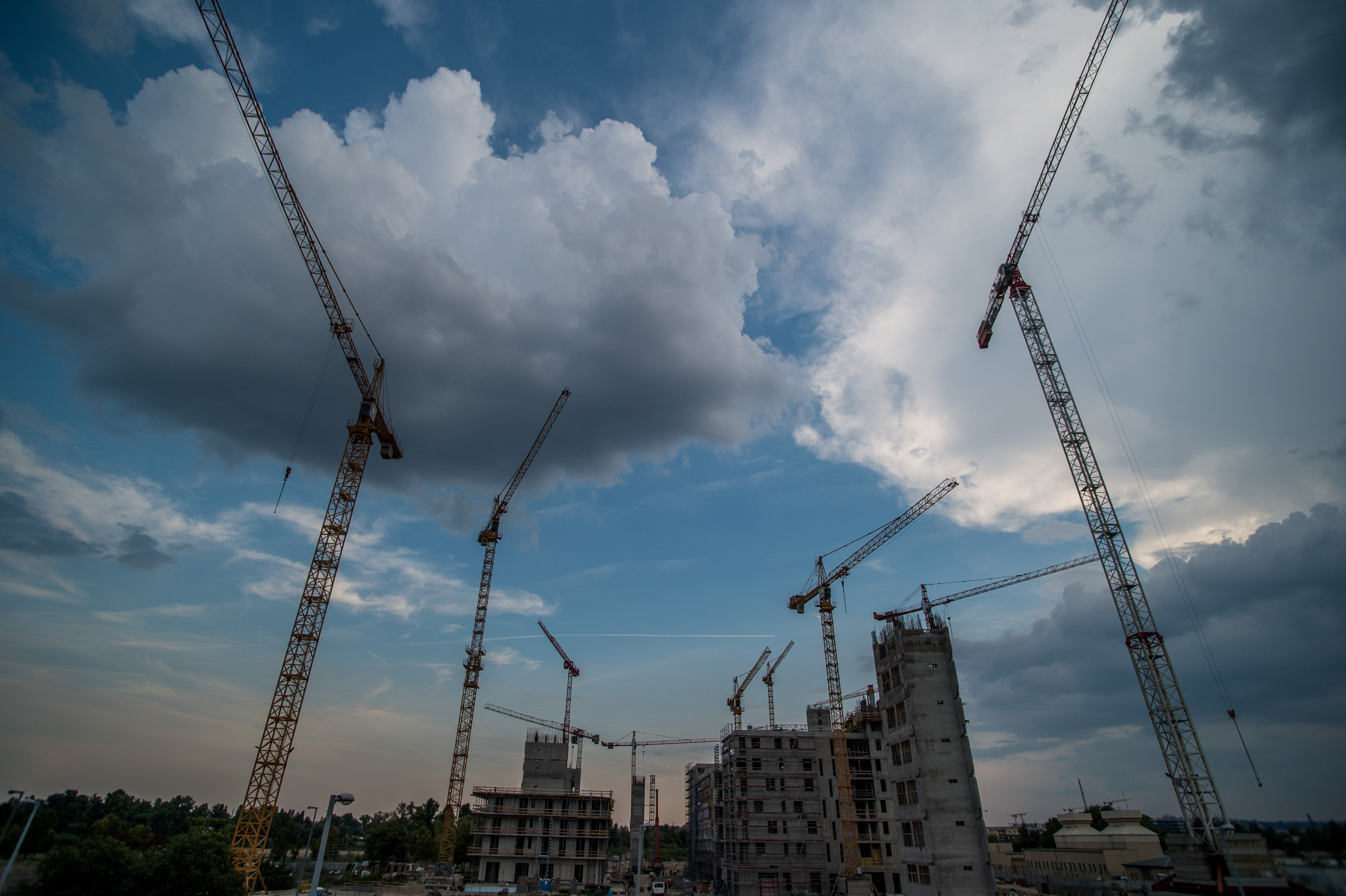 A fontosabb állami építkezéseknél nem szedhetnének területhasználati díjat az önkormányzatok