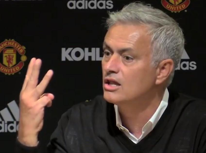 """""""Tiszteletet! Tiszteletet!"""" - mondta Mourinho, miközben kiviharzott a sajtótájékoztatóról a 0-3 után"""