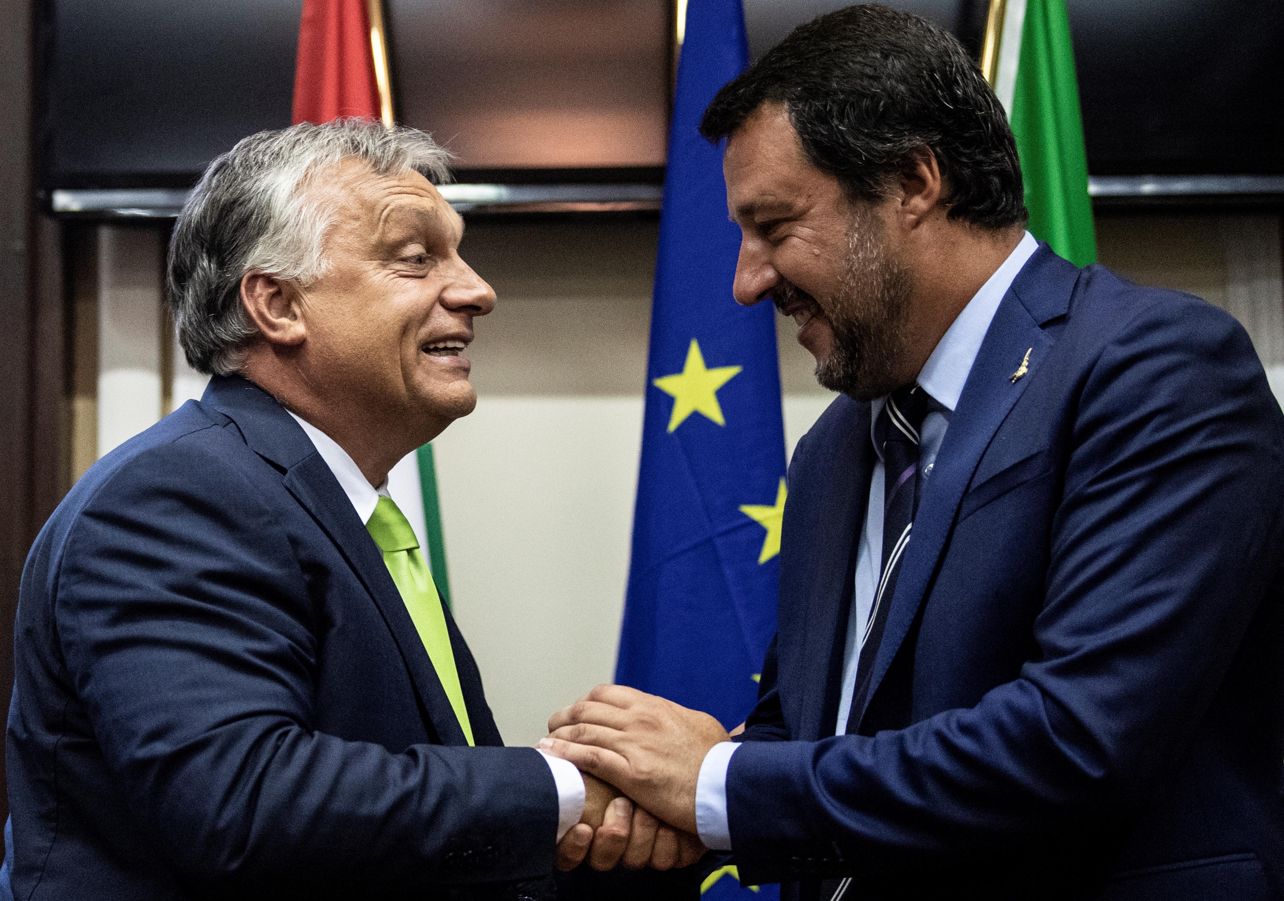 Orbán: Segítünk az olaszoknak visszavinni Afrikába a bevándorlókat