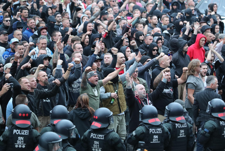 Teljesen váratlanul érte a német rendőröket, hogy mekkora erőket tud megmozdítani a szélsőjobb egy késelés után