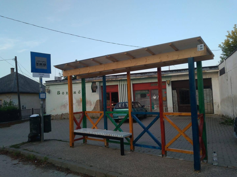 Az éj leple alatt elvitték a Kétfarkúék szombathelyi buszmegállóját
