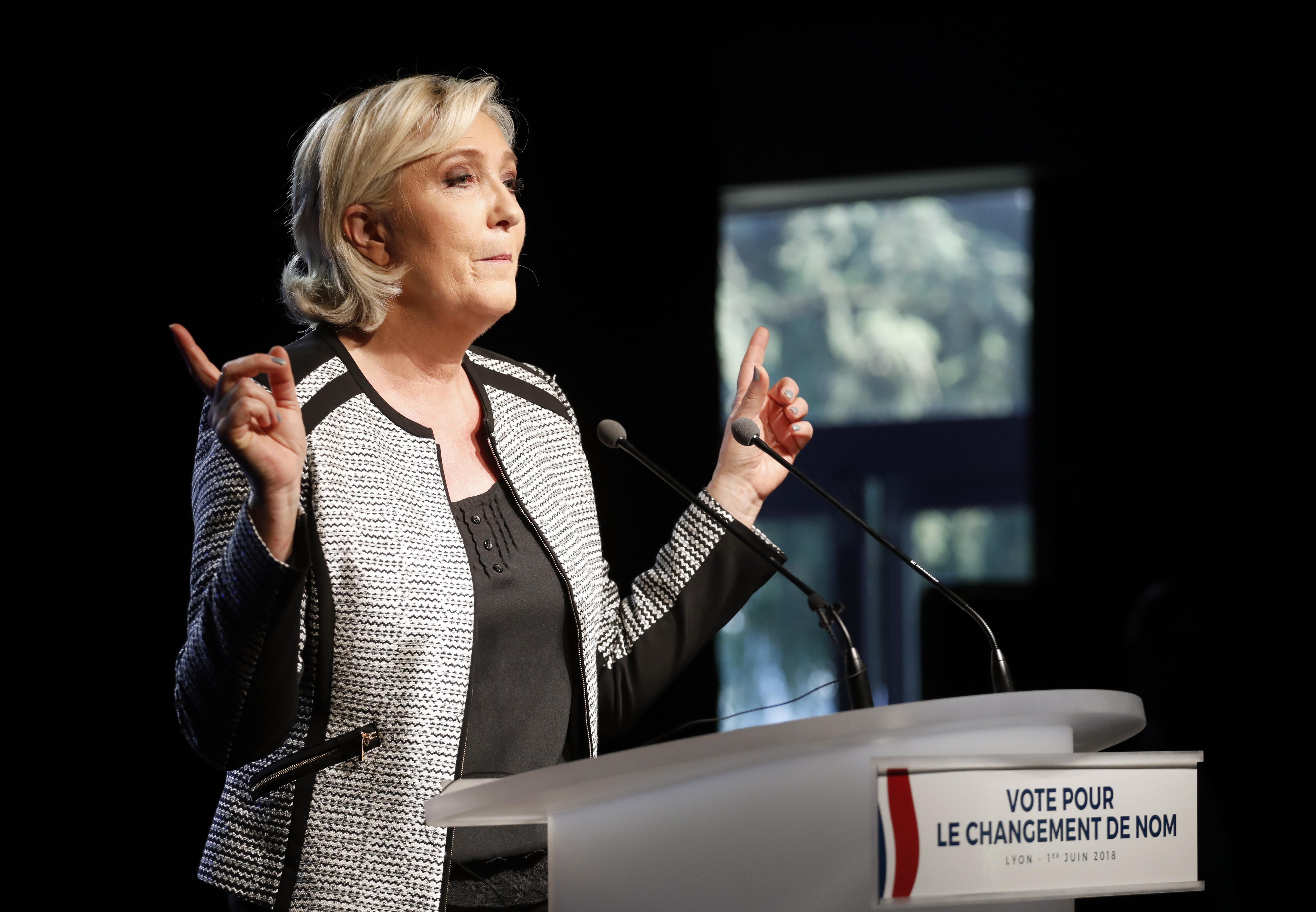 Kihallgatták Marine Le Pent a lenyúlt uniós pénzek miatt