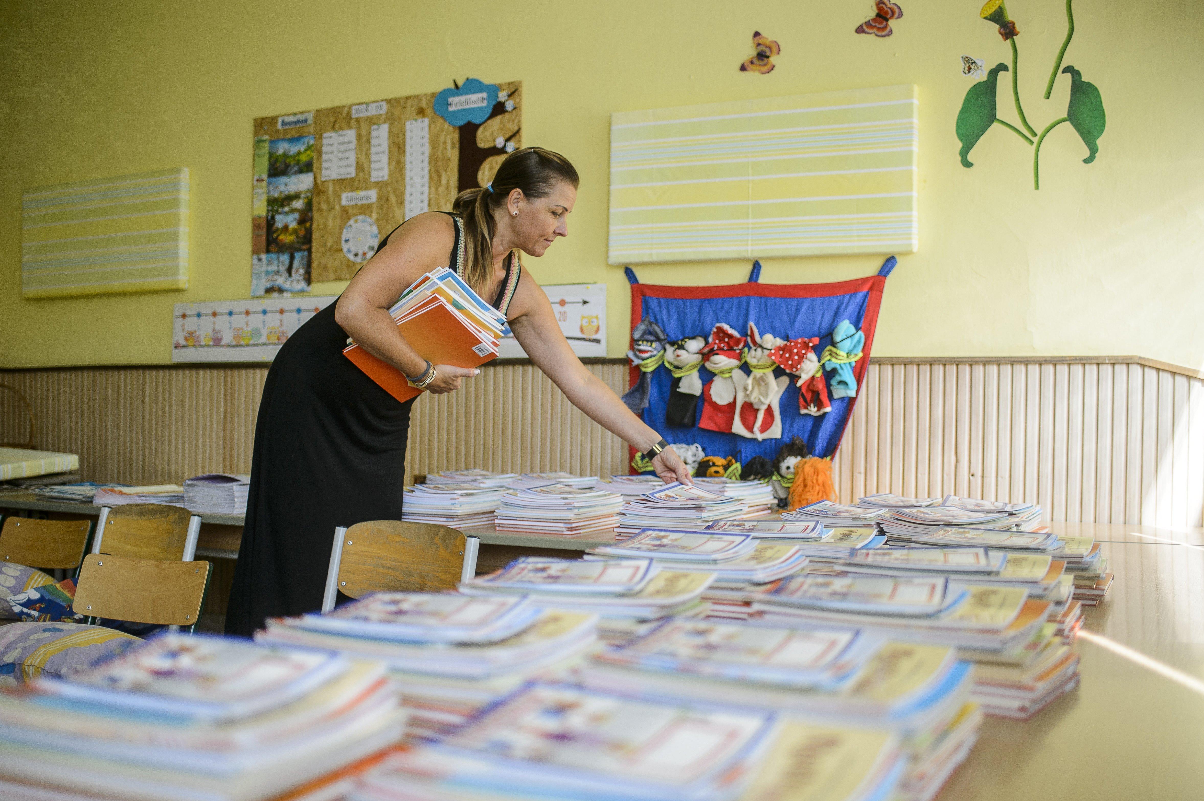 Brutális a tanárhiány: hivatalosan 1300 betöltetlen álláshely van, de ez is csak kozmetikázott számolással jön ki