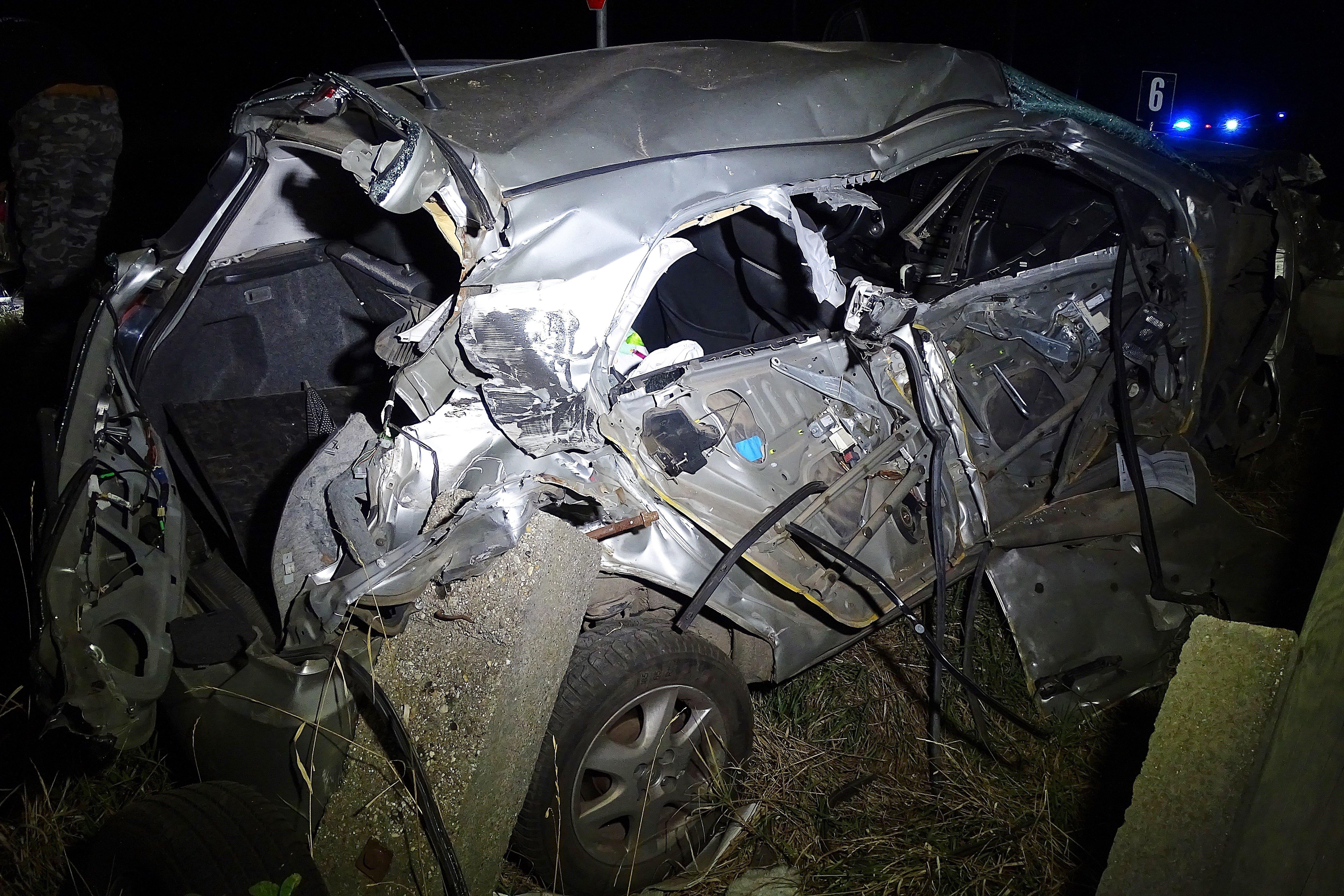 Személyvonattal ütközött egy kocsi a vasúti átjáróban