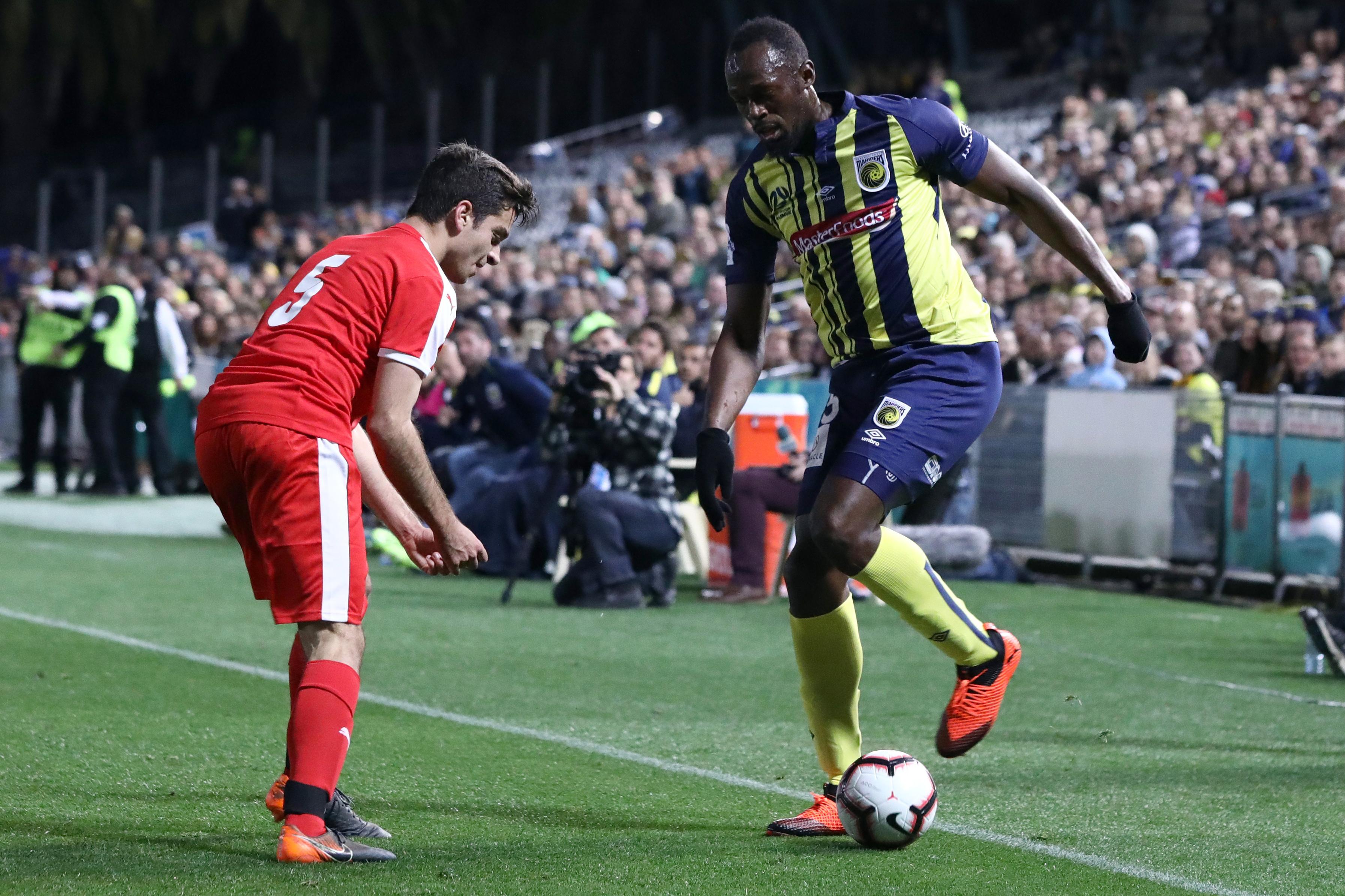 Usain Bolt balszélsőként kezdte meg focista karrierjét