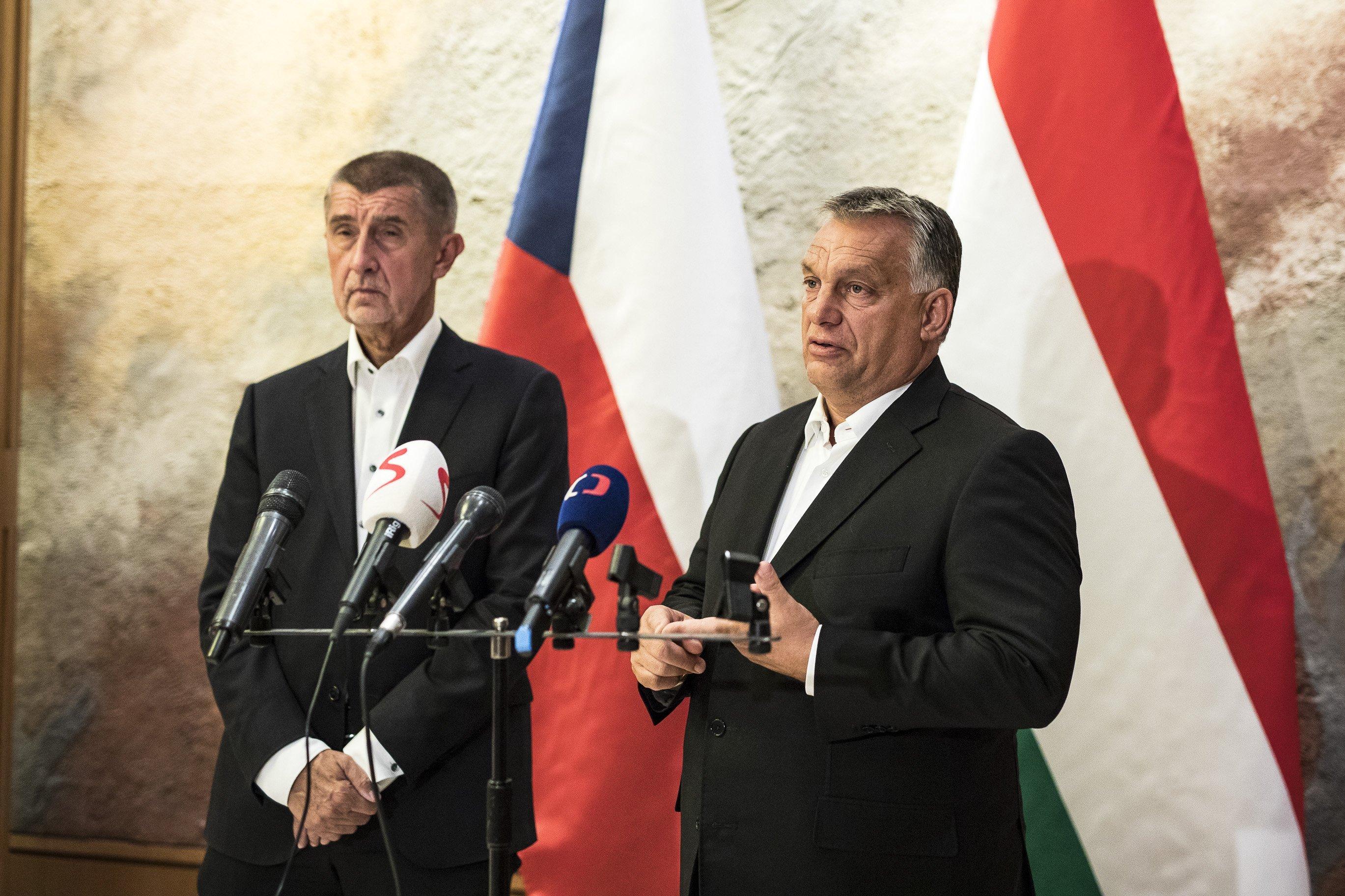 Orbán: A tradicionális politikusok ugyanazt az európai blablát mondják, a cseh migrációs javaslatot támogatja Magyarország