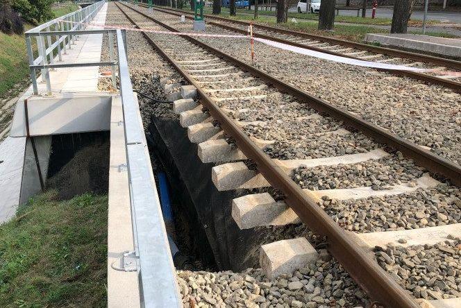 Napokig nem járnak a villamosok Hűvösvölgyben, mert az eső kimosta a földet a sínek alól