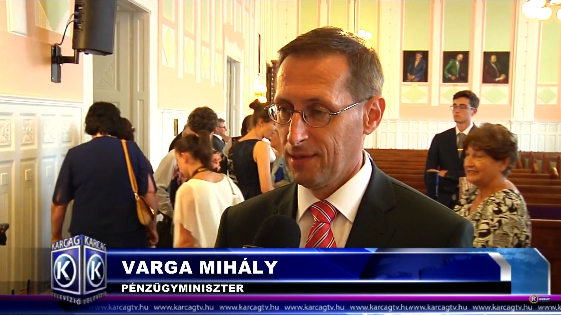 """Varga miniszter """"igazi jó karcagi menyecskének"""" nevezi a feleségét, de ez a videó nem ettől zseniális"""