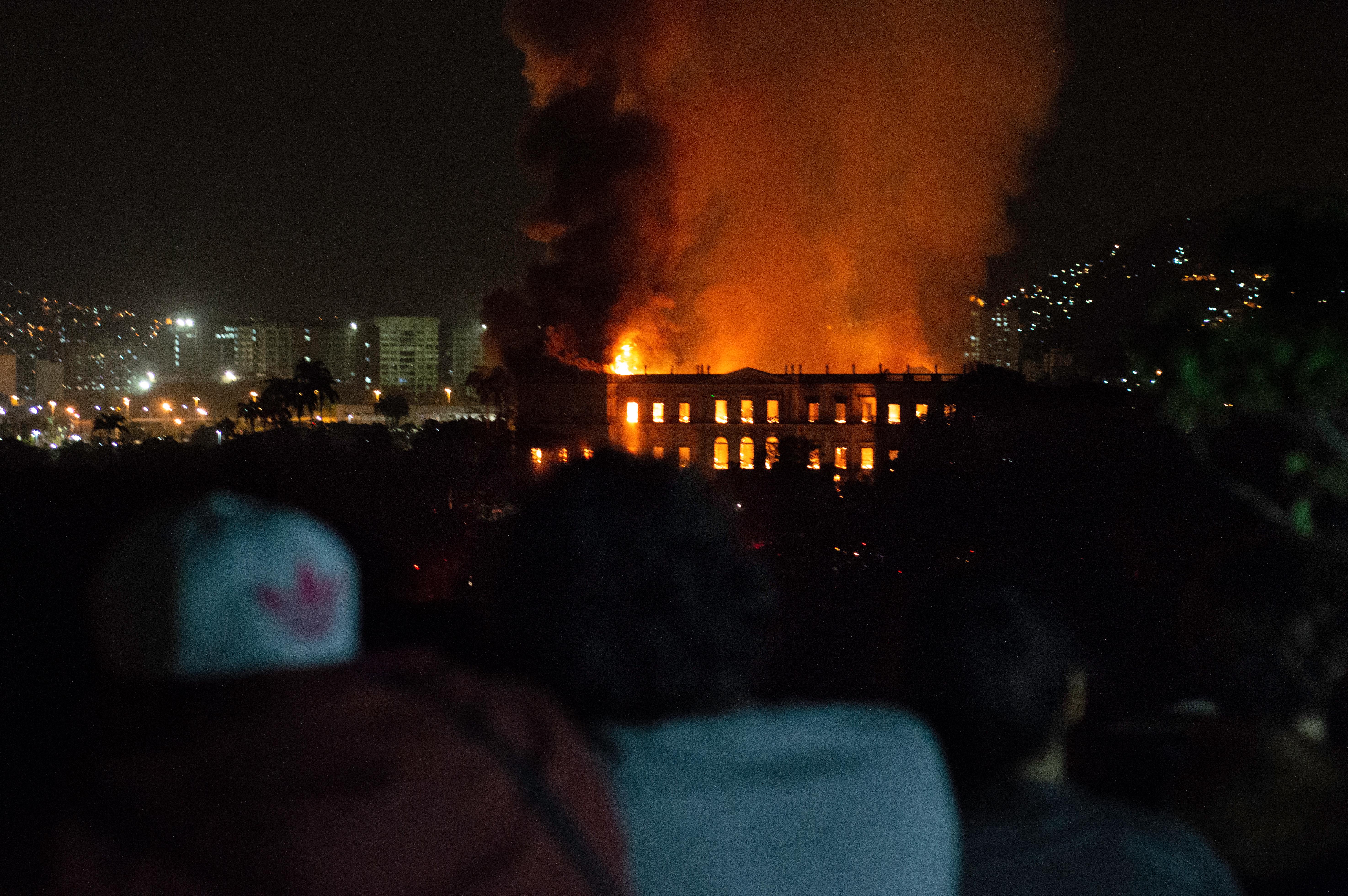 Szinte minden műkincs hamuvá égett a vasárnap kigyulladt riói nemzeti múzeumban