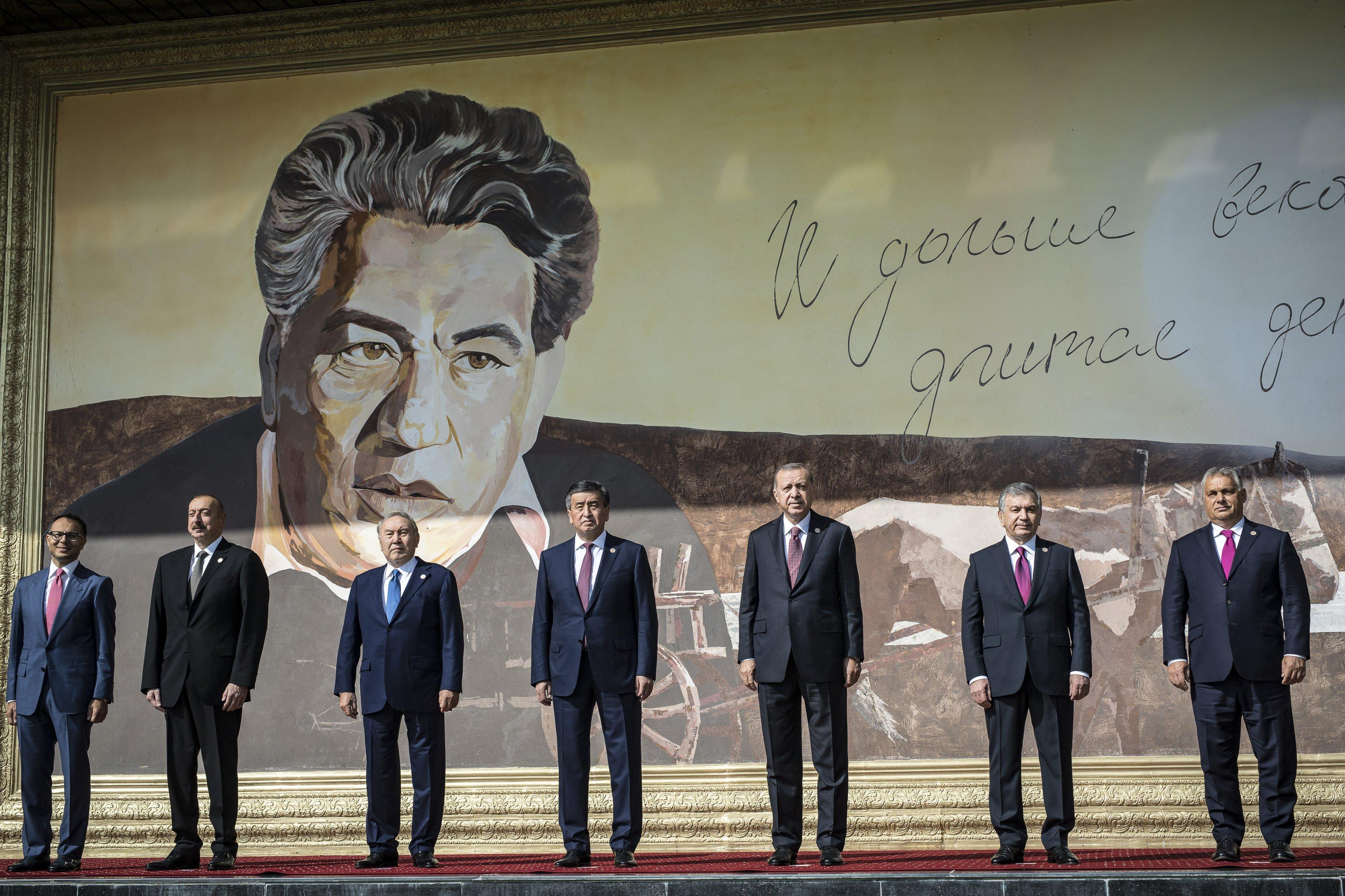 Megérkeztek az első fotók a Kirgizisztánban tárgyaló Orbán Viktorról