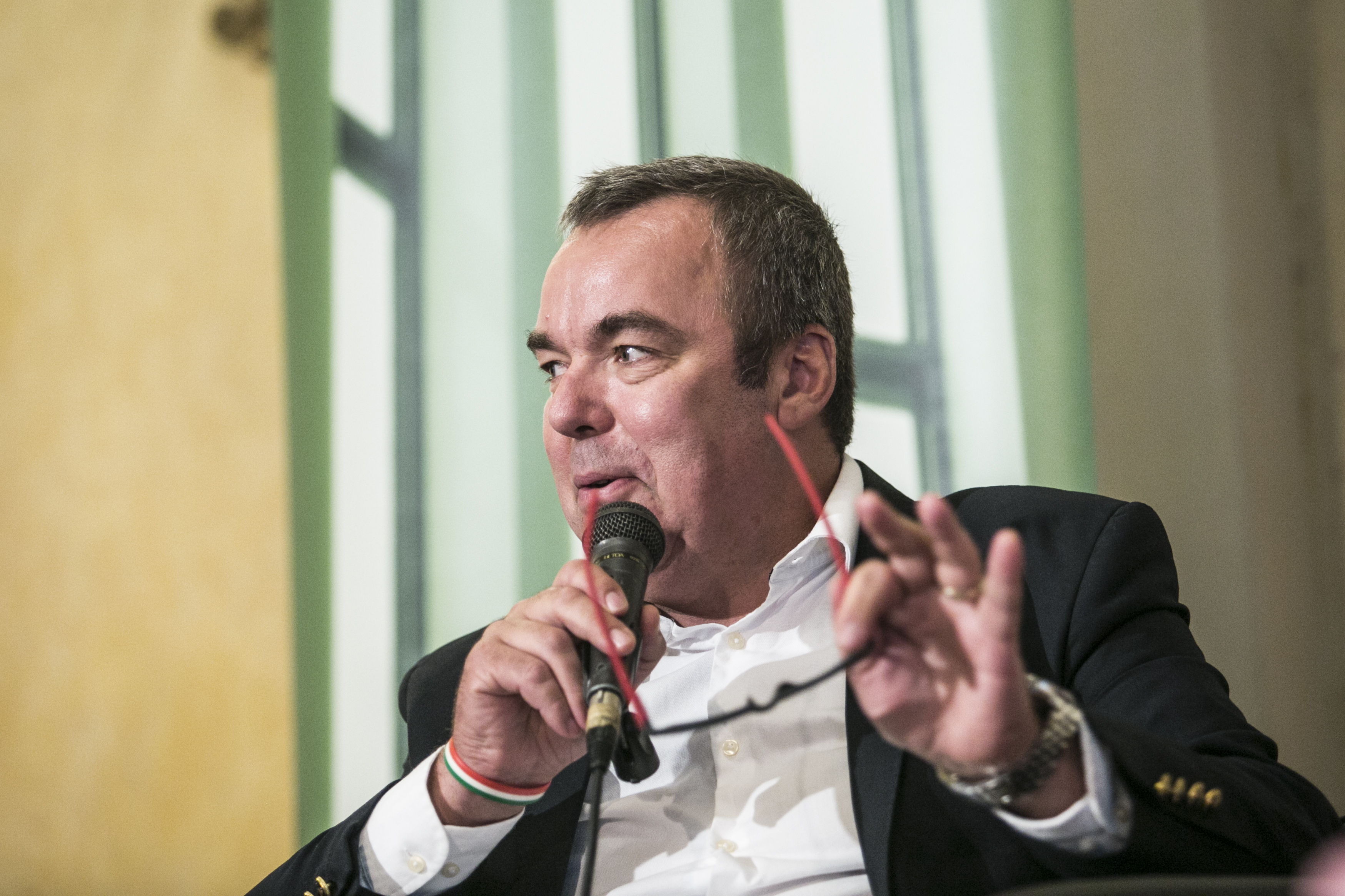 A múzeumi integrációkért felelős miniszteri biztosként tér vissza a kormányba L. Simon László