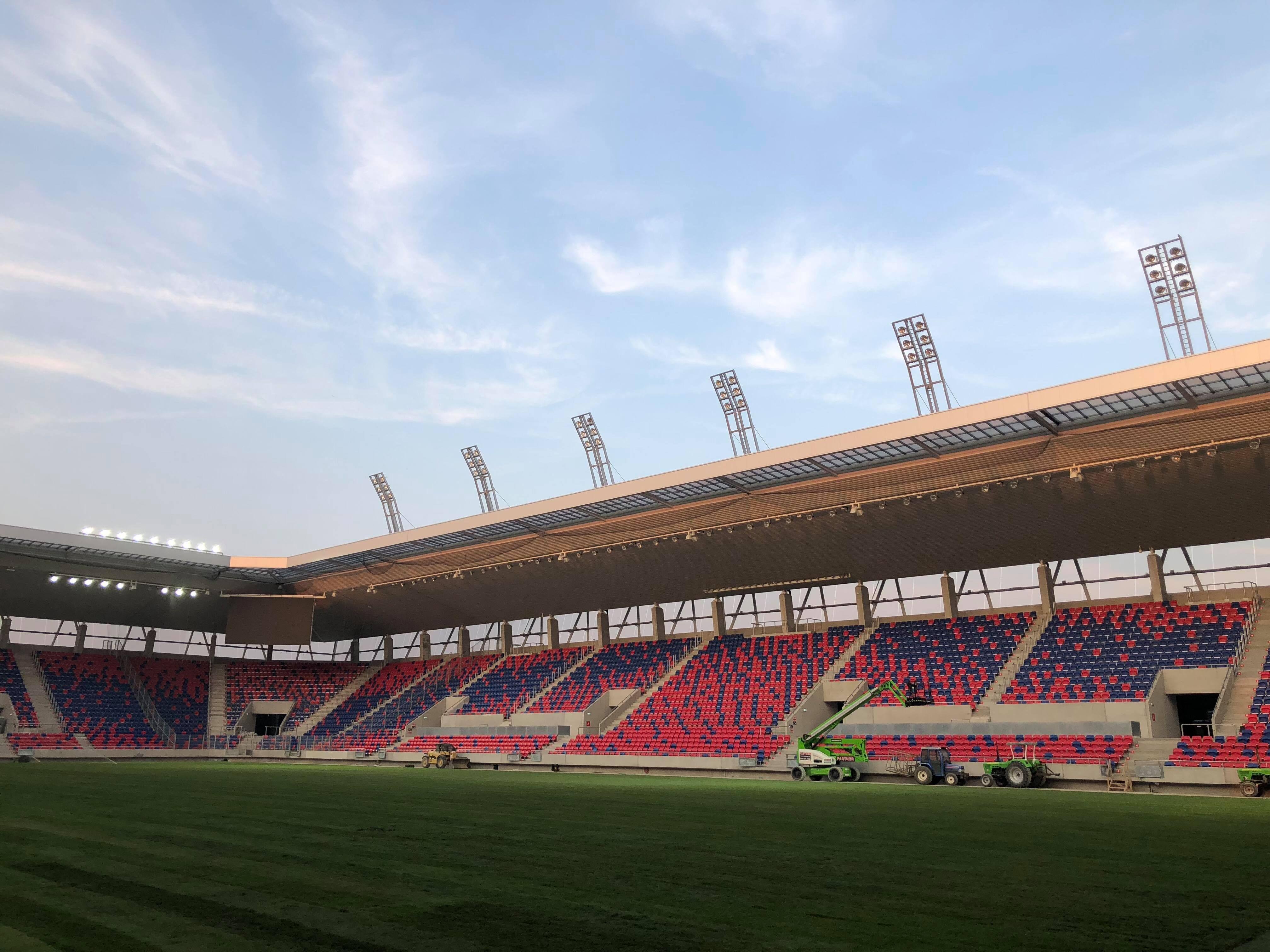 Egy évvel a tervezett befejezés után elkezdődött a sóstói stadion engedélyeztetése