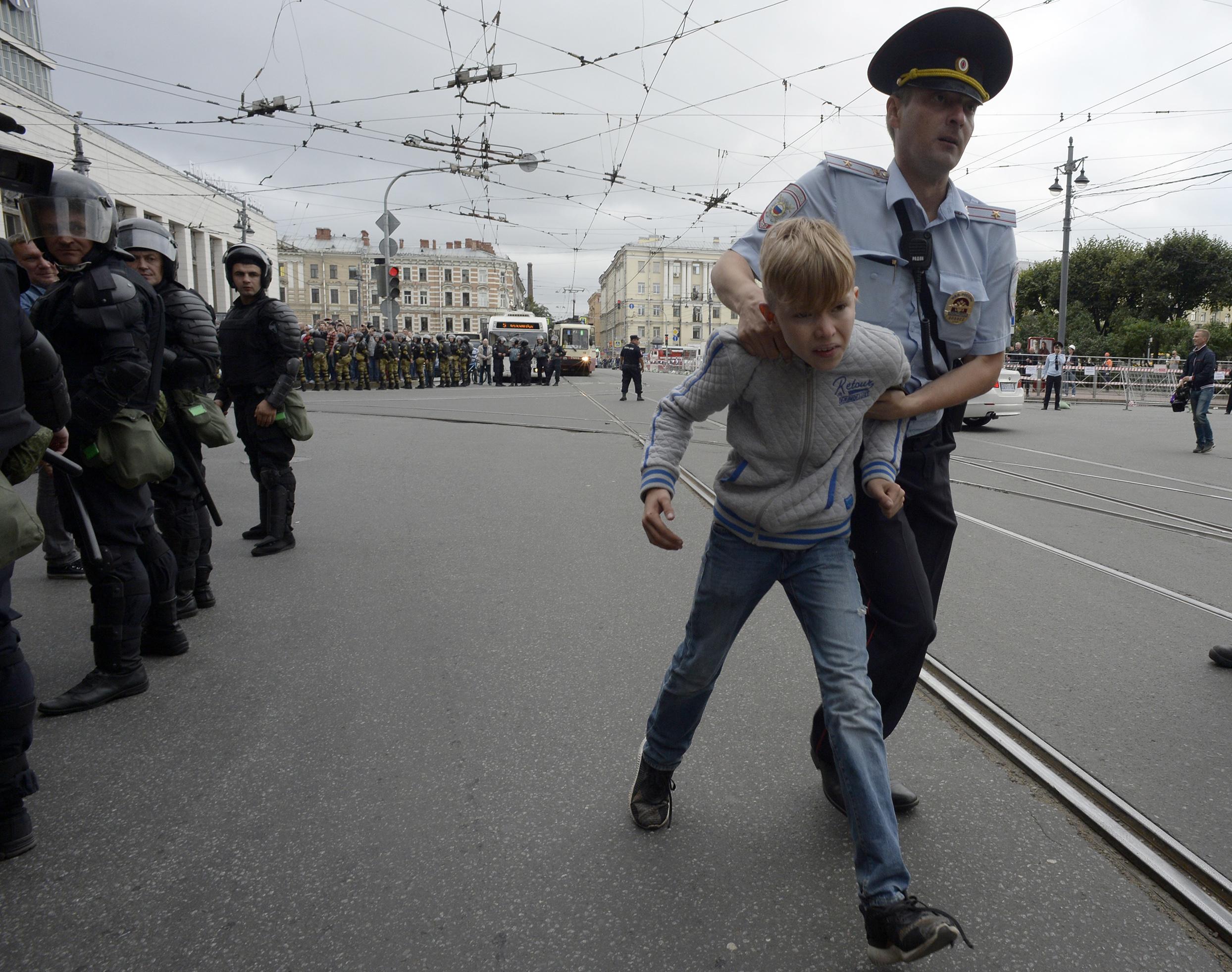 Több mint 150, a nyugdíjkorhatár-emelés ellen tüntető embert állítottak elő Oroszországban