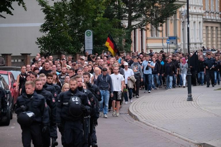 2500 szélsőjobbos menetelt a kelet-német városban az afgánokkal való verekedés közben meghalt német férfi miatt