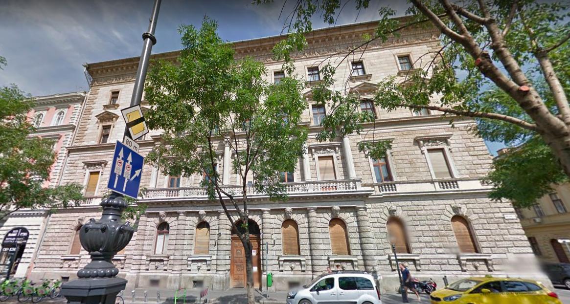 Bezárták a könyvtárat, hogy Garancsi, Hernádi és Csányi újabb luxusszállót építhessen magának az Andrássy úton