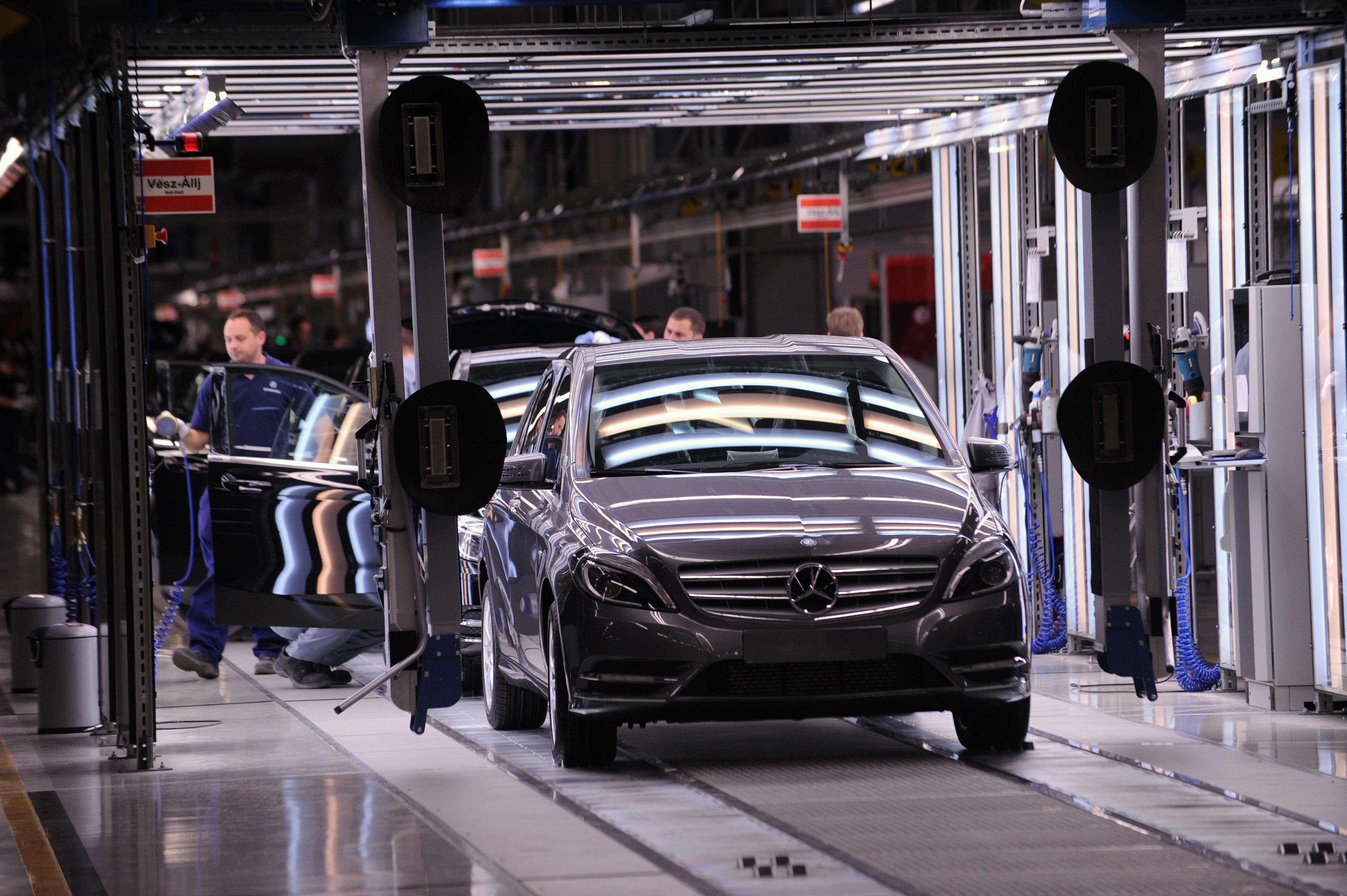 Kedden újraindul a munka a kecskeméti Mercedes-gyárban