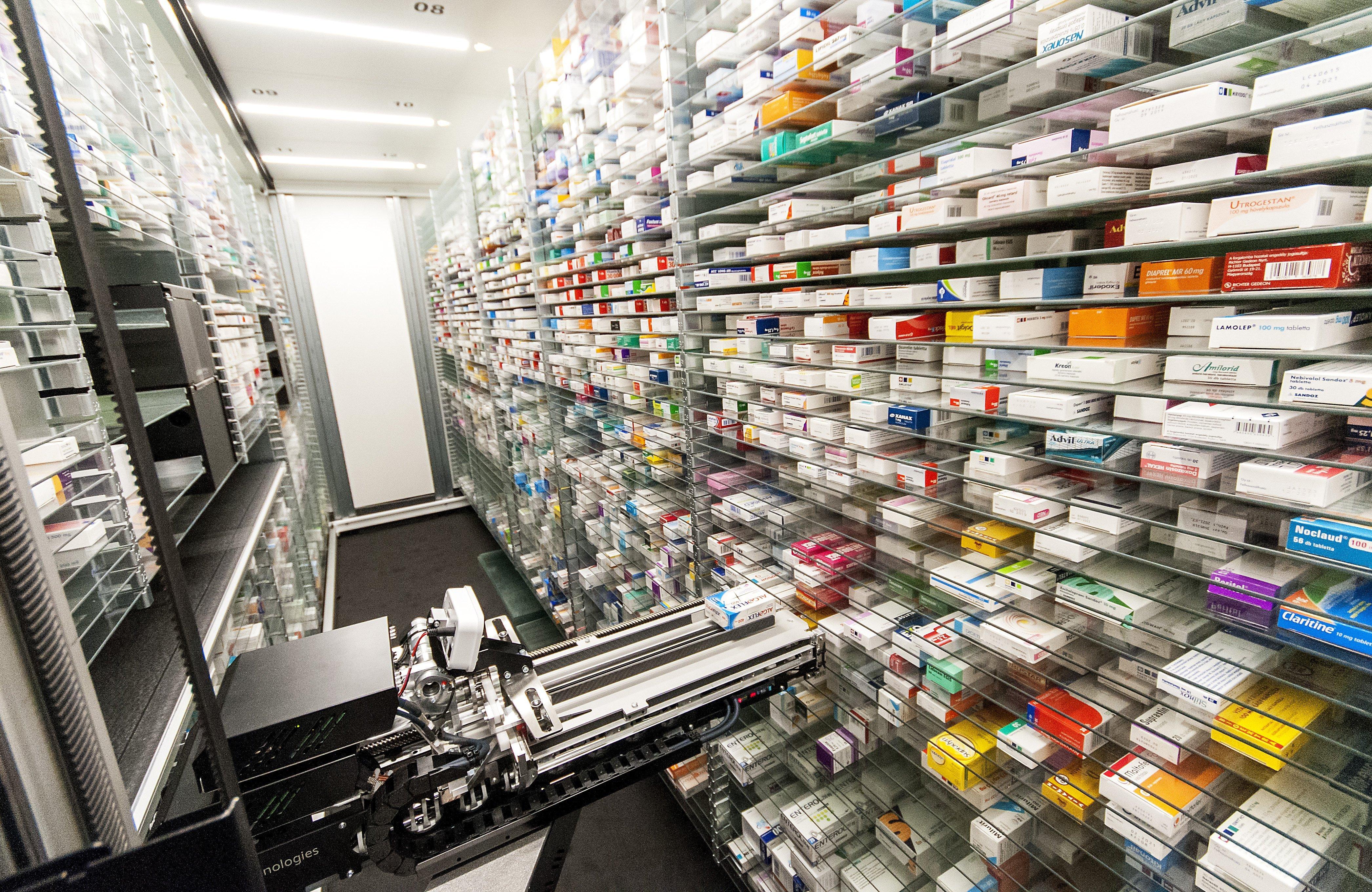 Bezárattak négy vidéki gyógyszertárat, mert összesen 20 ezer doboz receptköteles gyógyszert adtak ki recept nélkül