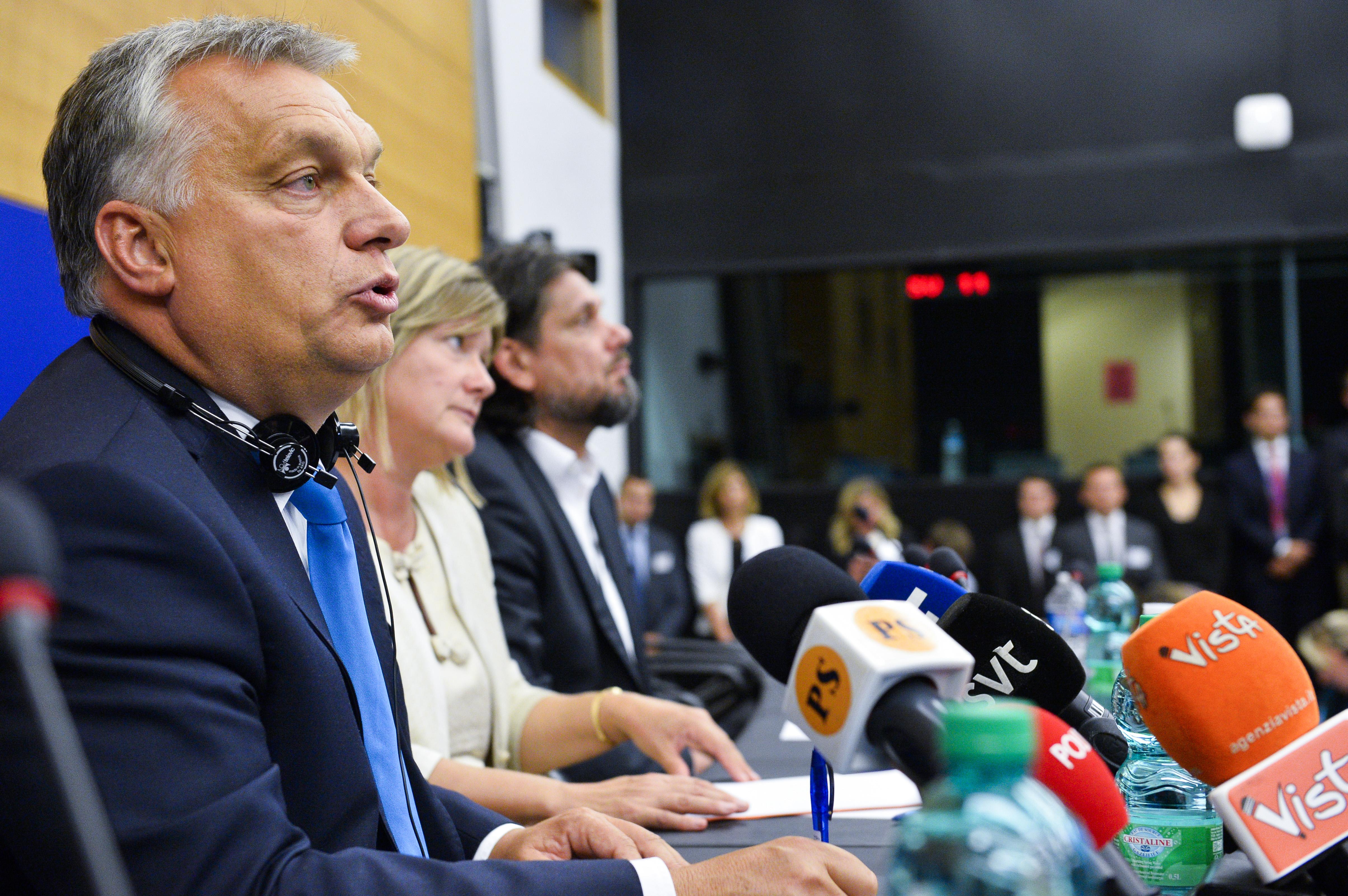 Orbán eddig határőröket követelt Brüsszeltől, de péntek reggel csatát hirdetett a határőrség bővítése ellen