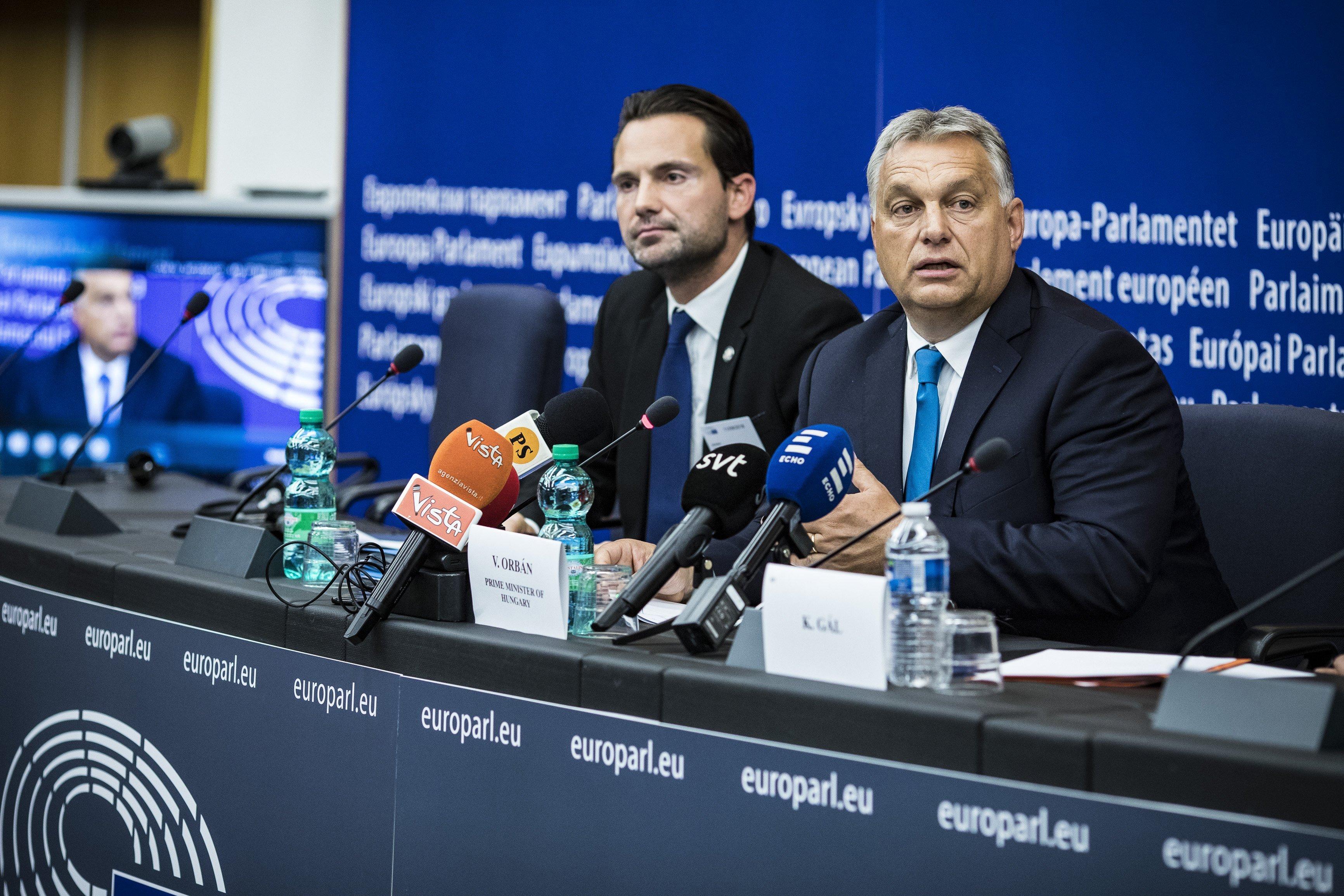 Havasi Bertalan súgta meg Orbánnak, mit kell válaszolnia a sajtótájékoztatón