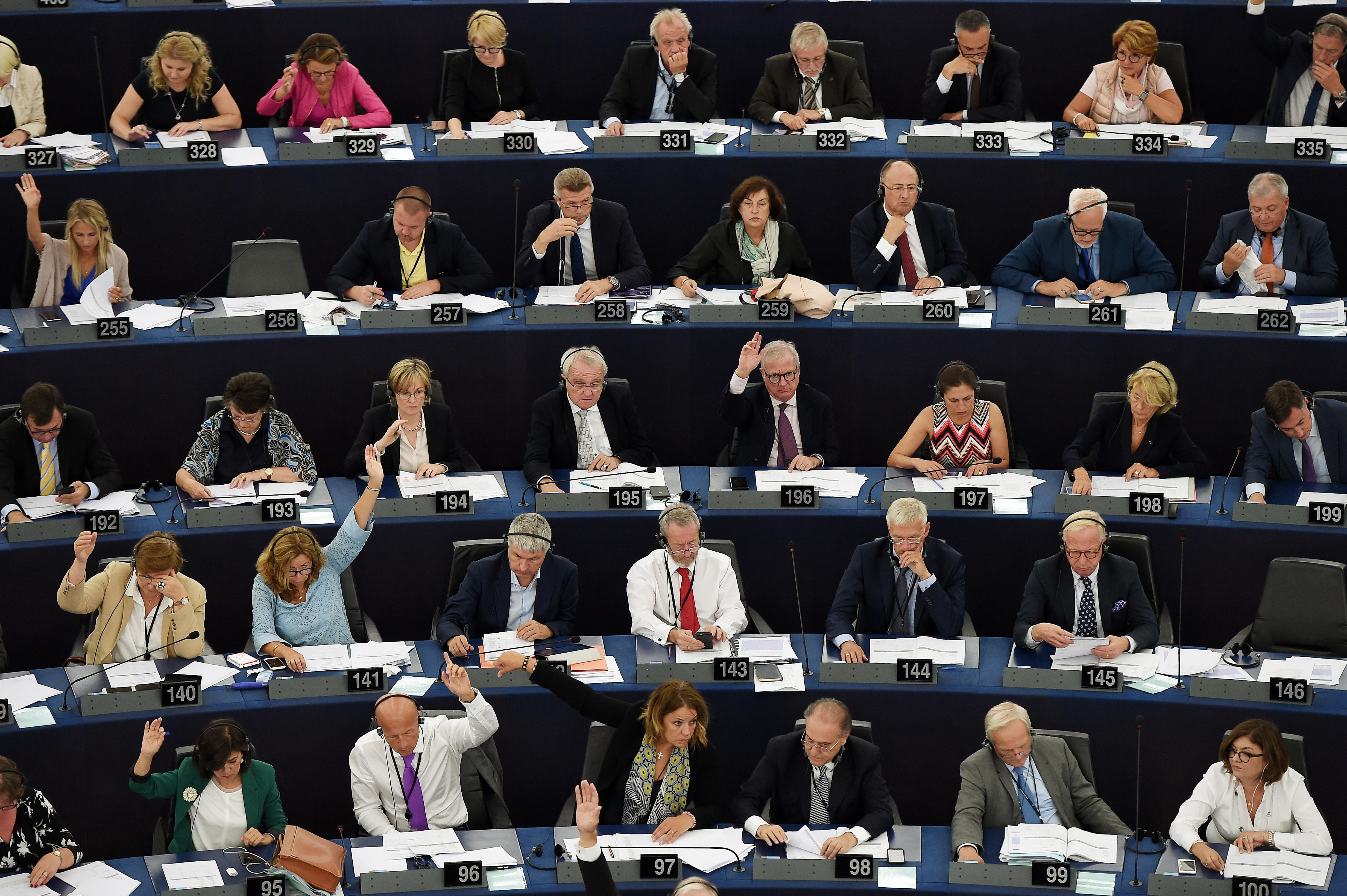 Itt van név szerint, ki hogyan szavazott a Sargentini-jelentésről
