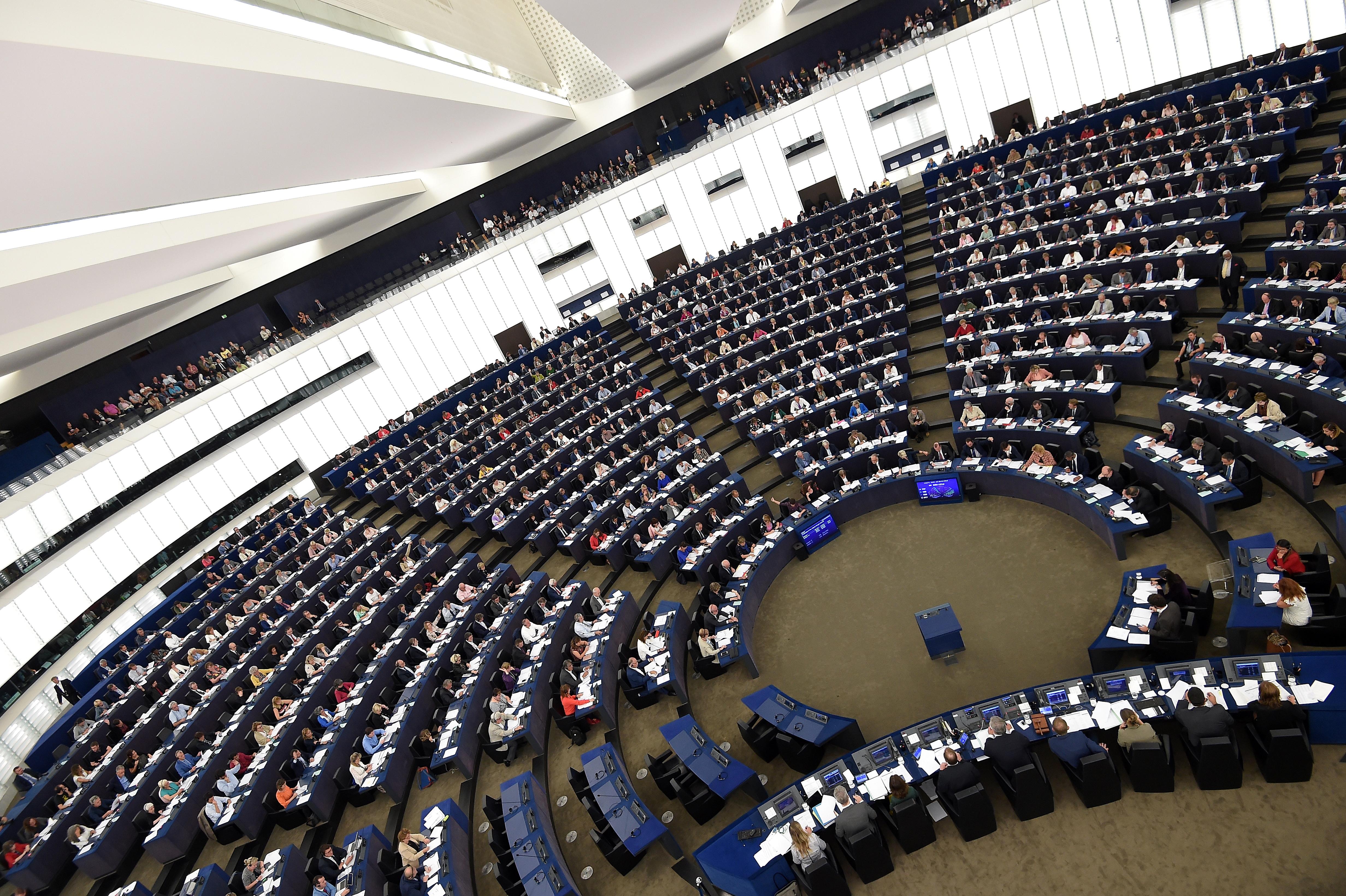 Az EU hatékonyabb védelmet adna az uniós jog megsértését bejelentőknek