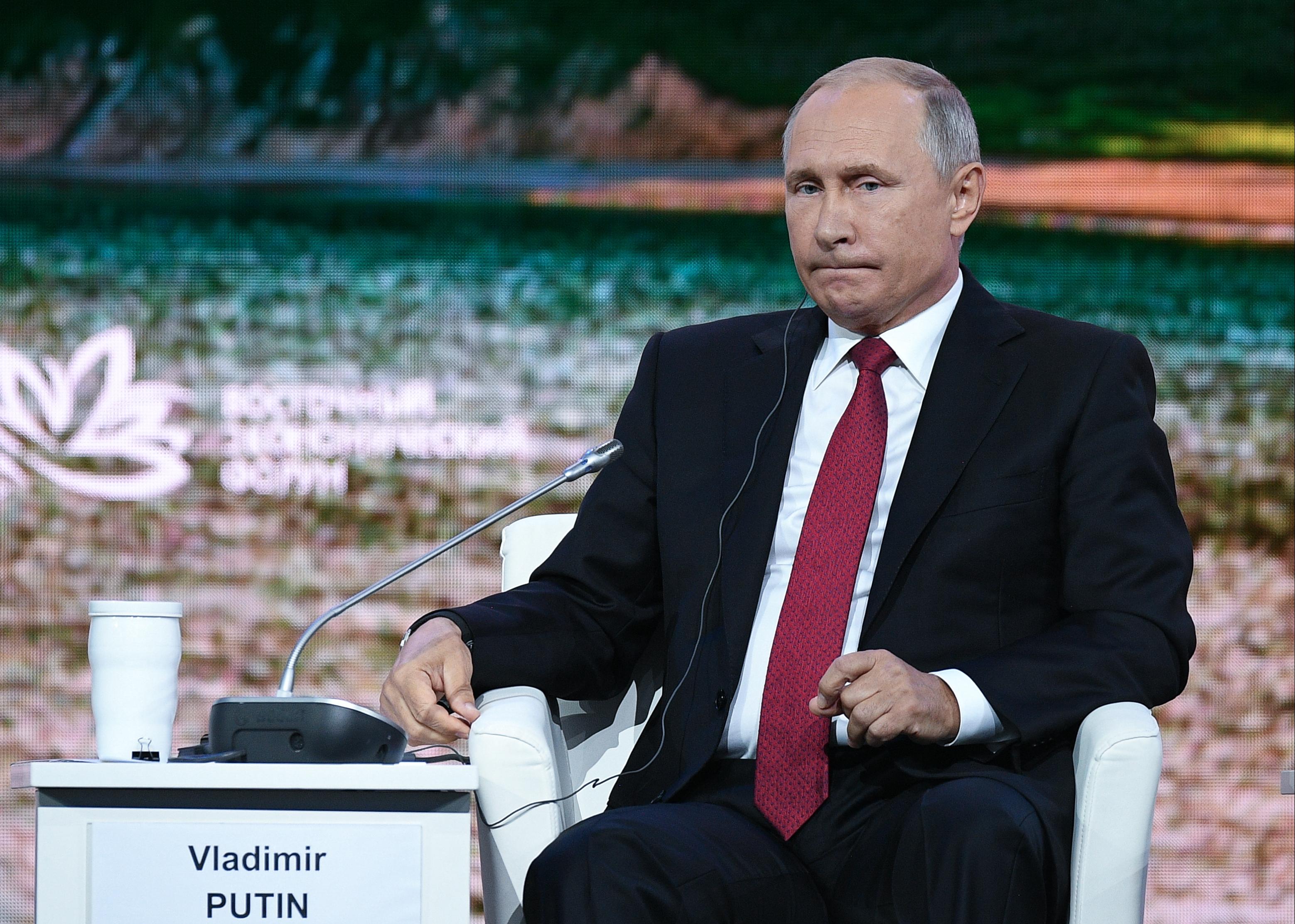 Putyin a nyugdíjasokkal packázott, be is zuhant a népszerűsége