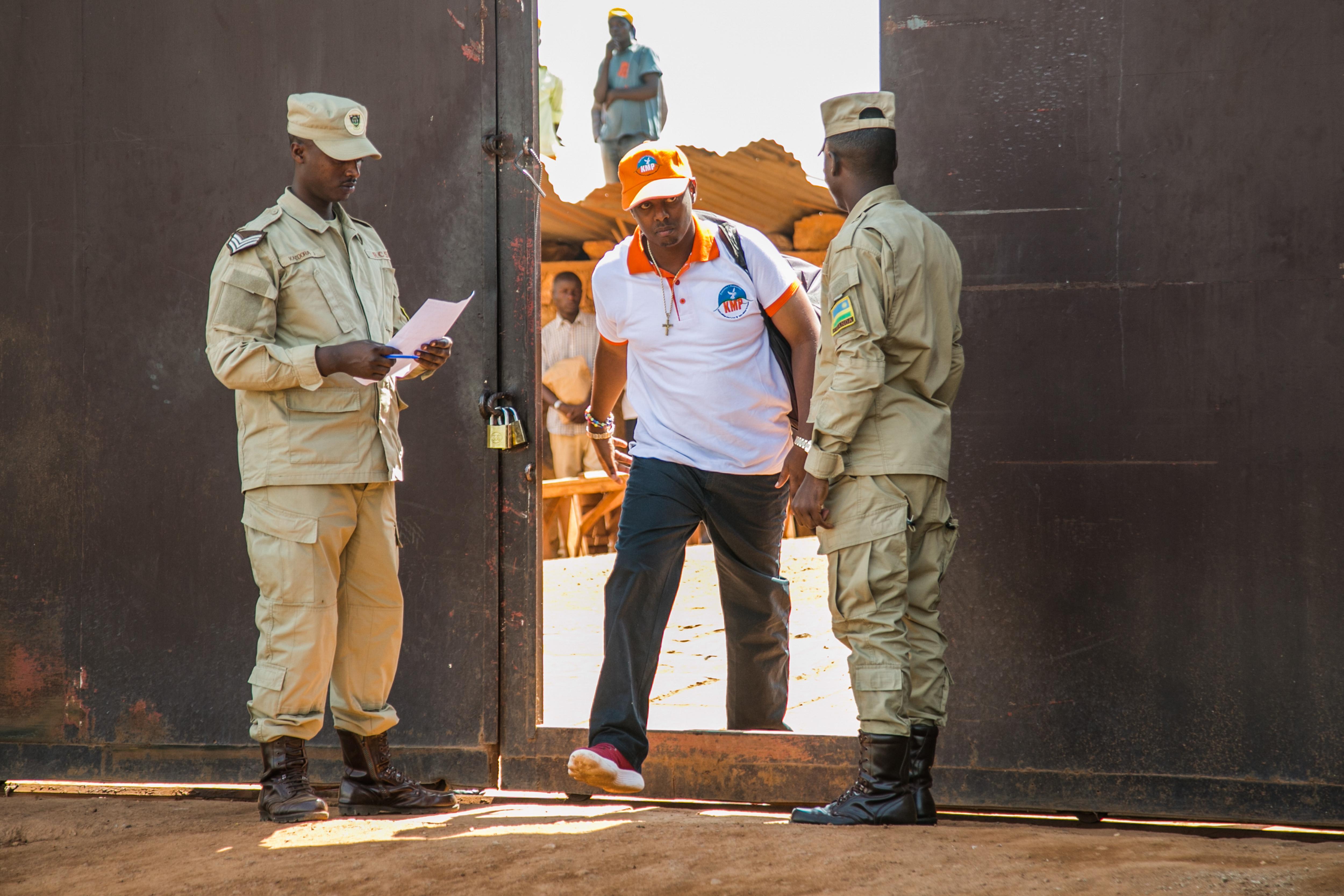 Kiengedtek 2138 embert a börtönből Ruandában, köztük egy ellenzéki vezetőt