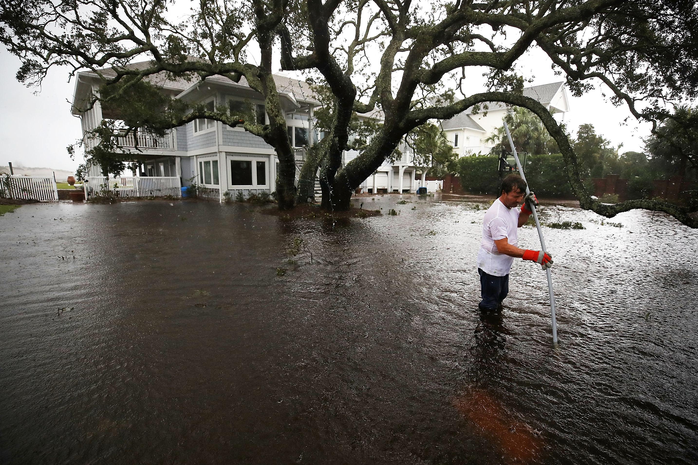 Húszmilliárd köbméter eső már lezúdult a Karolinákra