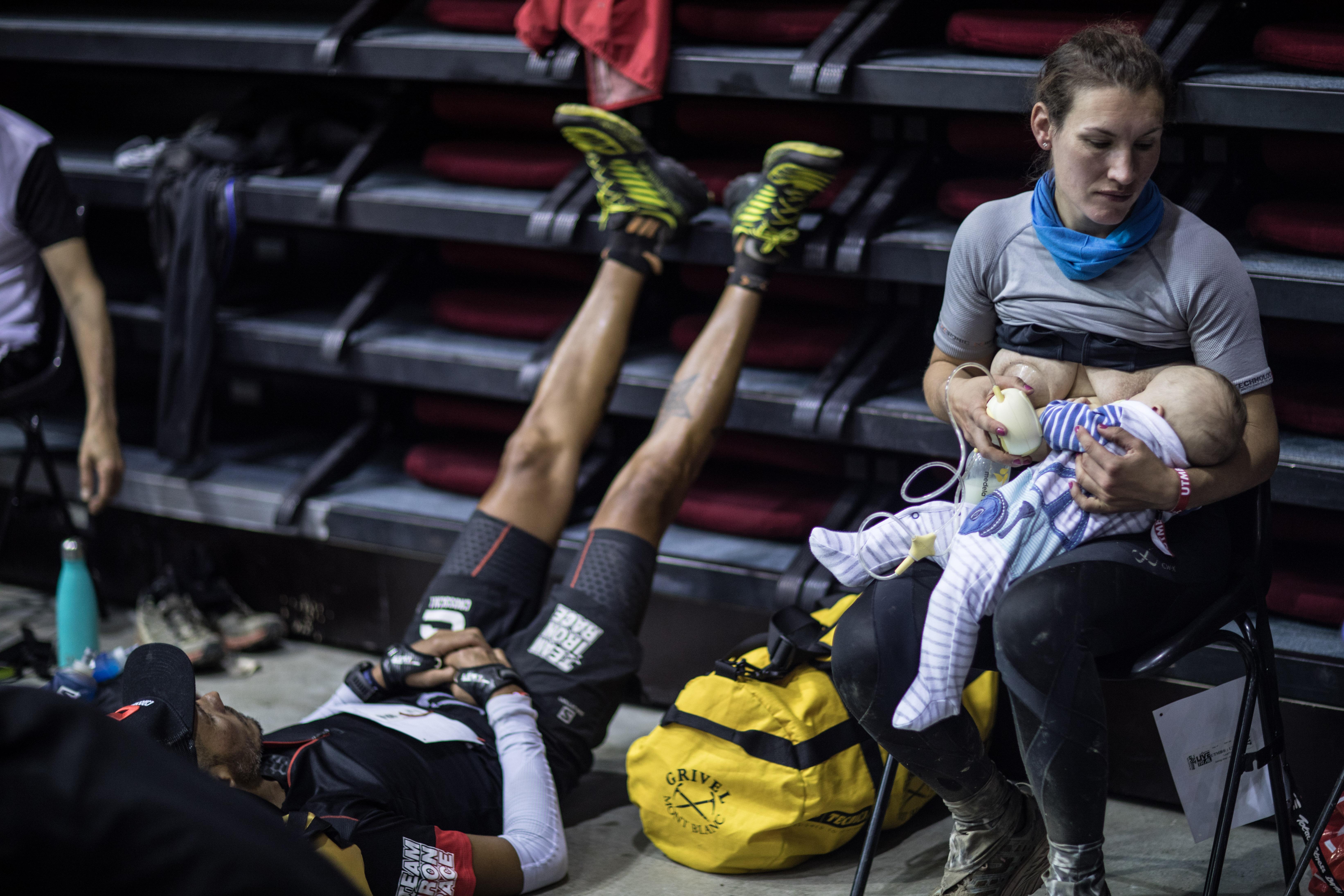Verseny közben szoptatott az ultramaratonista, óriási felhajtás lett belőle