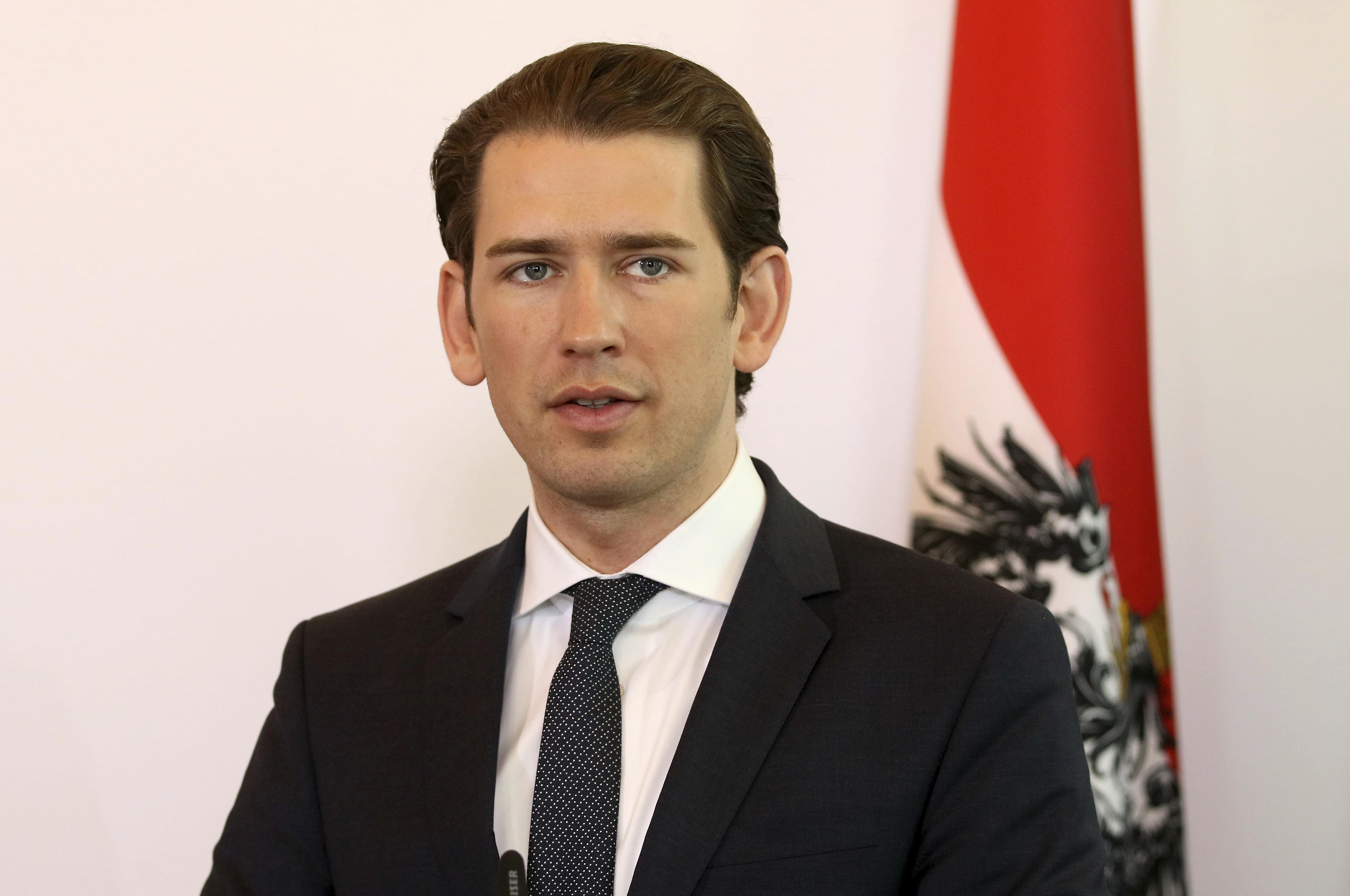 Az osztrák kancellár is felháborodott, hogy Hitler szülővárosának alpolgármestere patkányozós versben írt a migránsokról