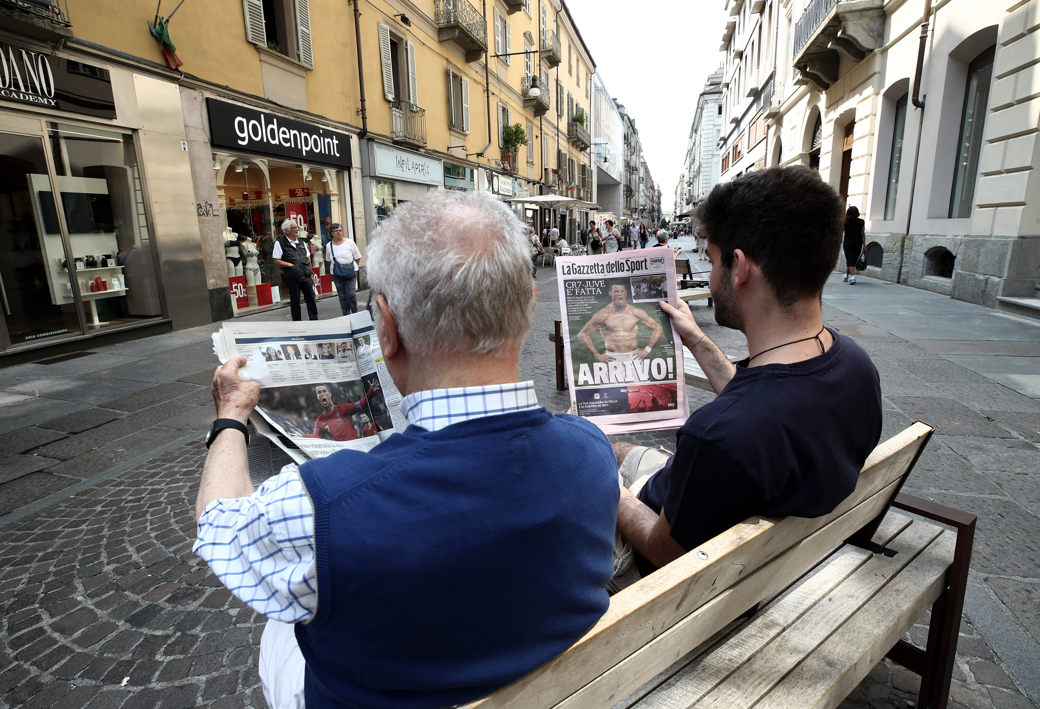 Az olasz miniszterelnök-helyettes arra kérné az állami cégeket, hogy többet ne hirdessenek a mainstream sajtóban
