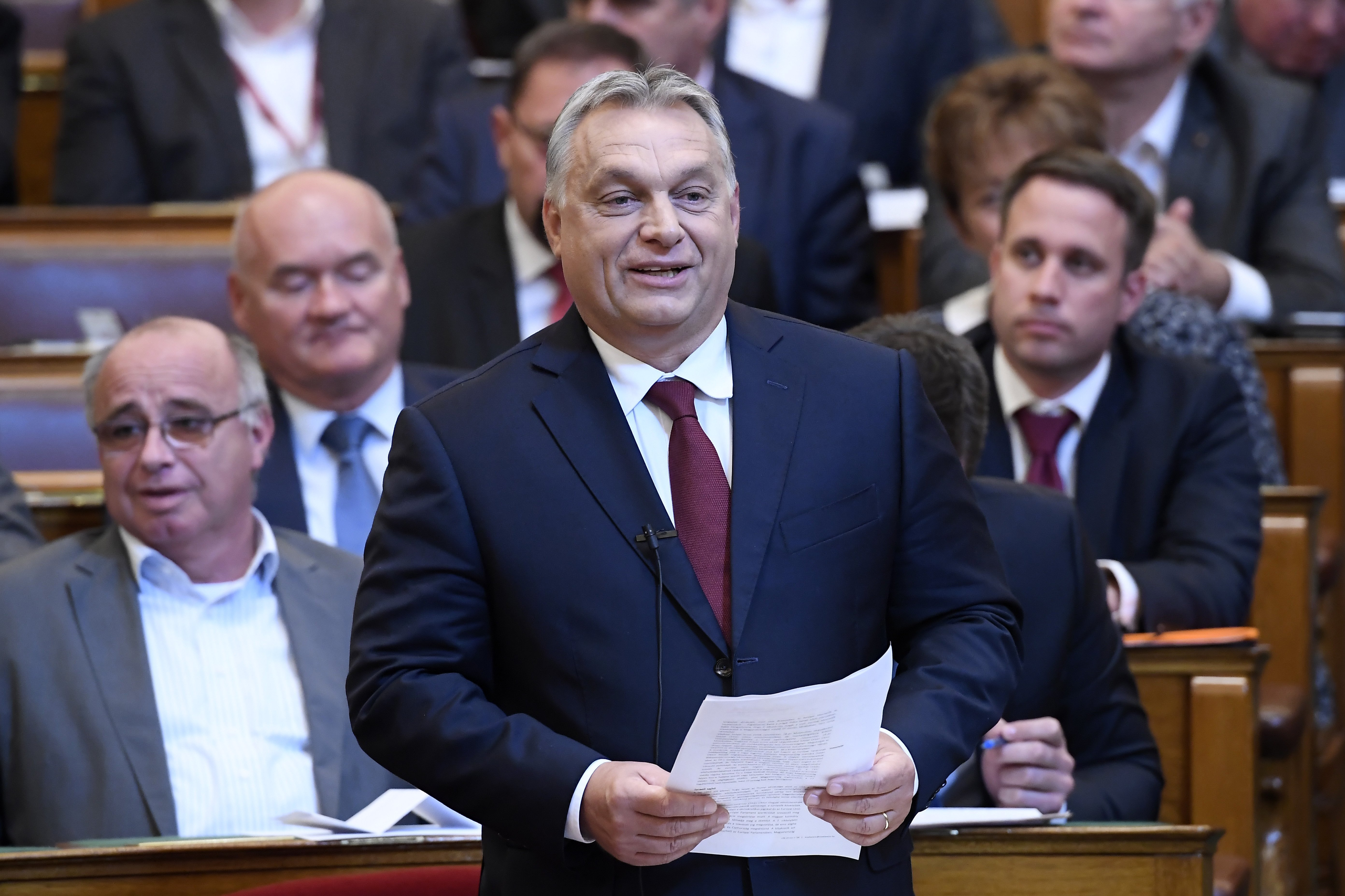 Háromhetes szabadságra küldte Orbán a kormányt