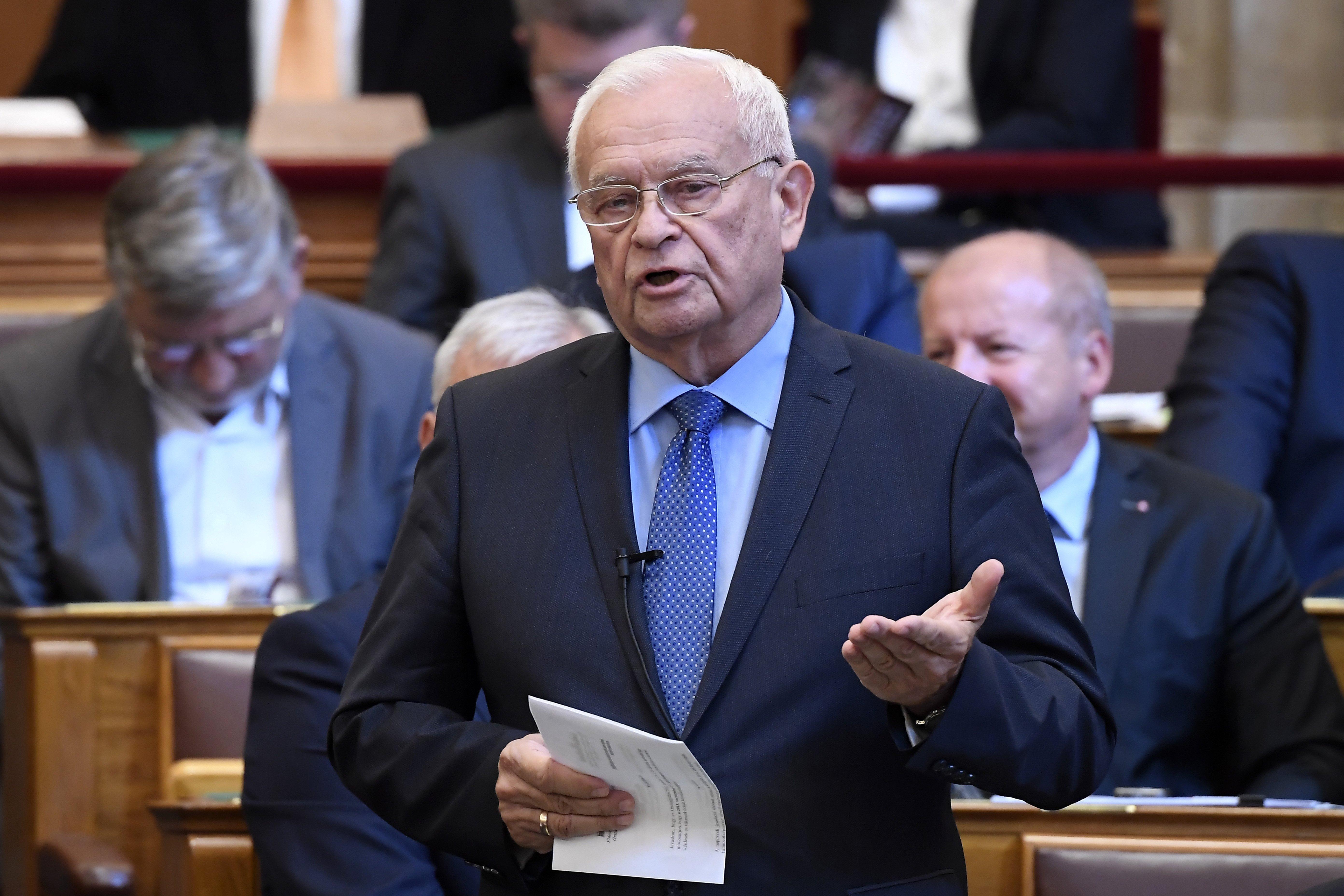 Harrach Péter szerint az ellenzéki képviselők erőszakoskodtak a tévészékházban