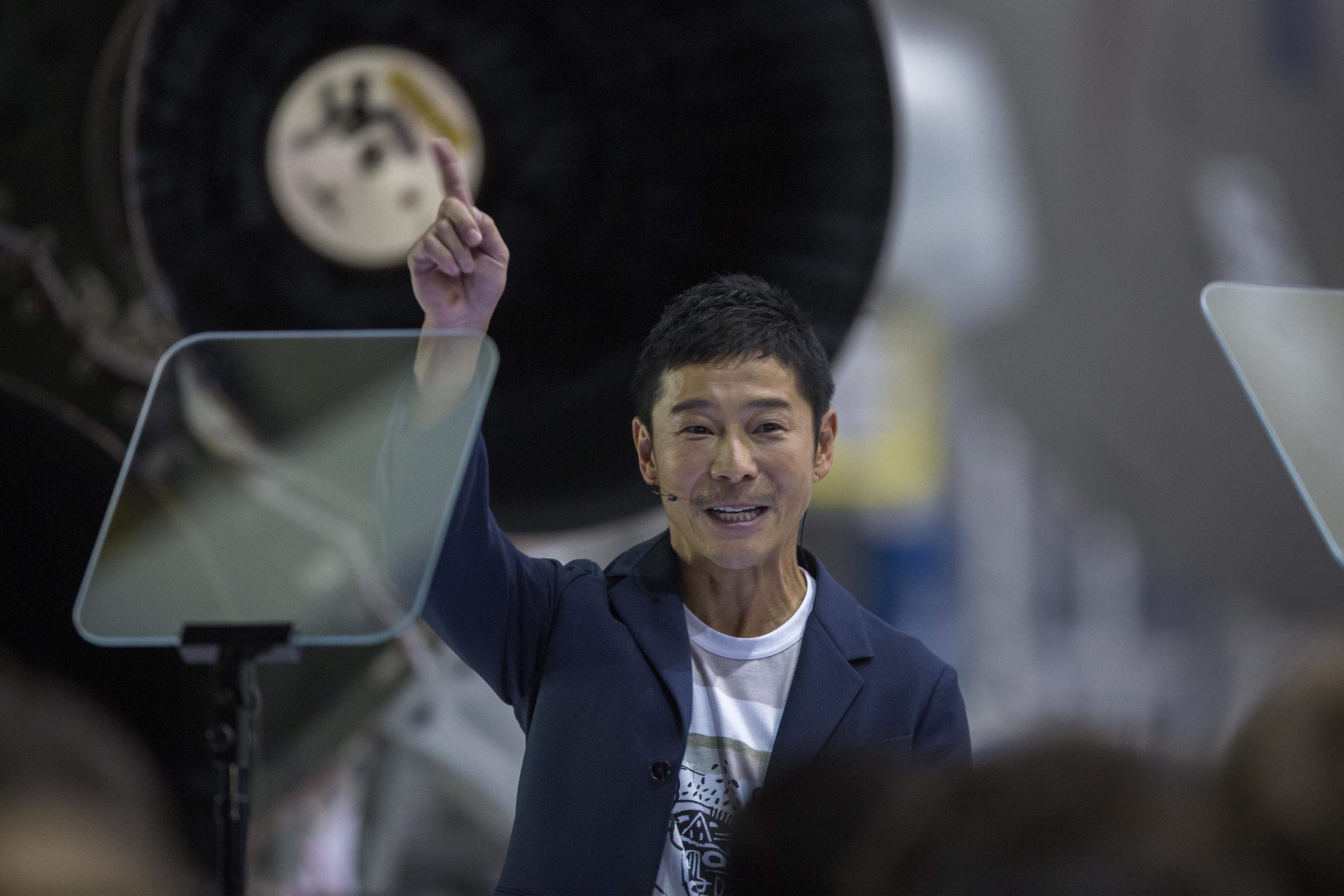 Mégsem keres barátnőt a holdutazáshoz az Elon Musk űrcégéhez befizető japán milliárdos