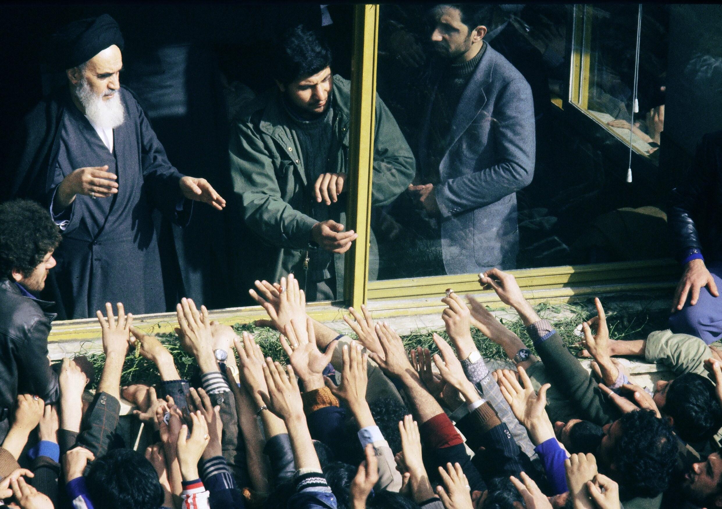 A világjárvány miatt újra kinyithattak az 1979-ben betiltott autós mozik Iránban