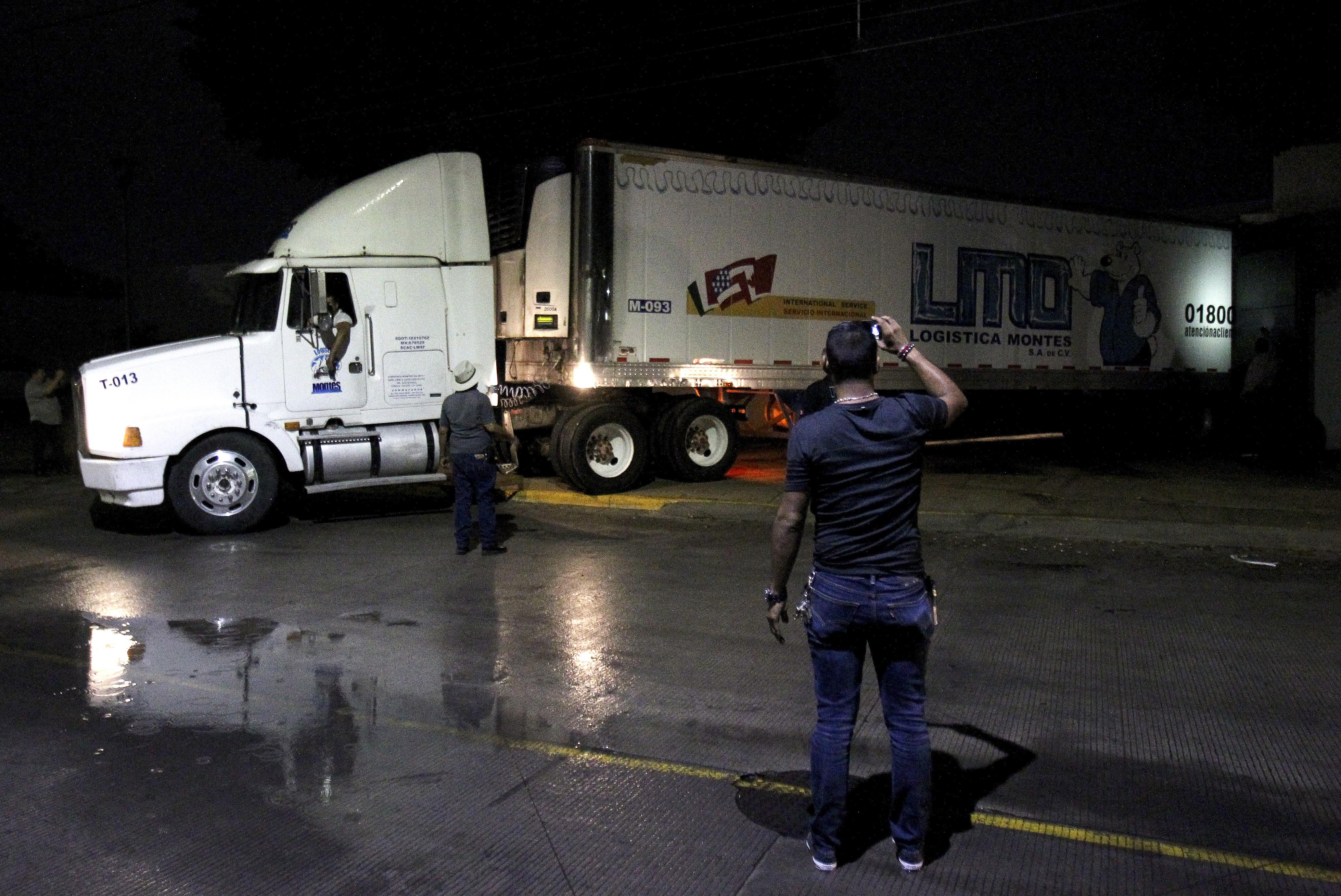 Megteltek a halottasházak, a mexikói rendőrök egyszerűen otthagytak száznál is több holttesttet egy kamionban