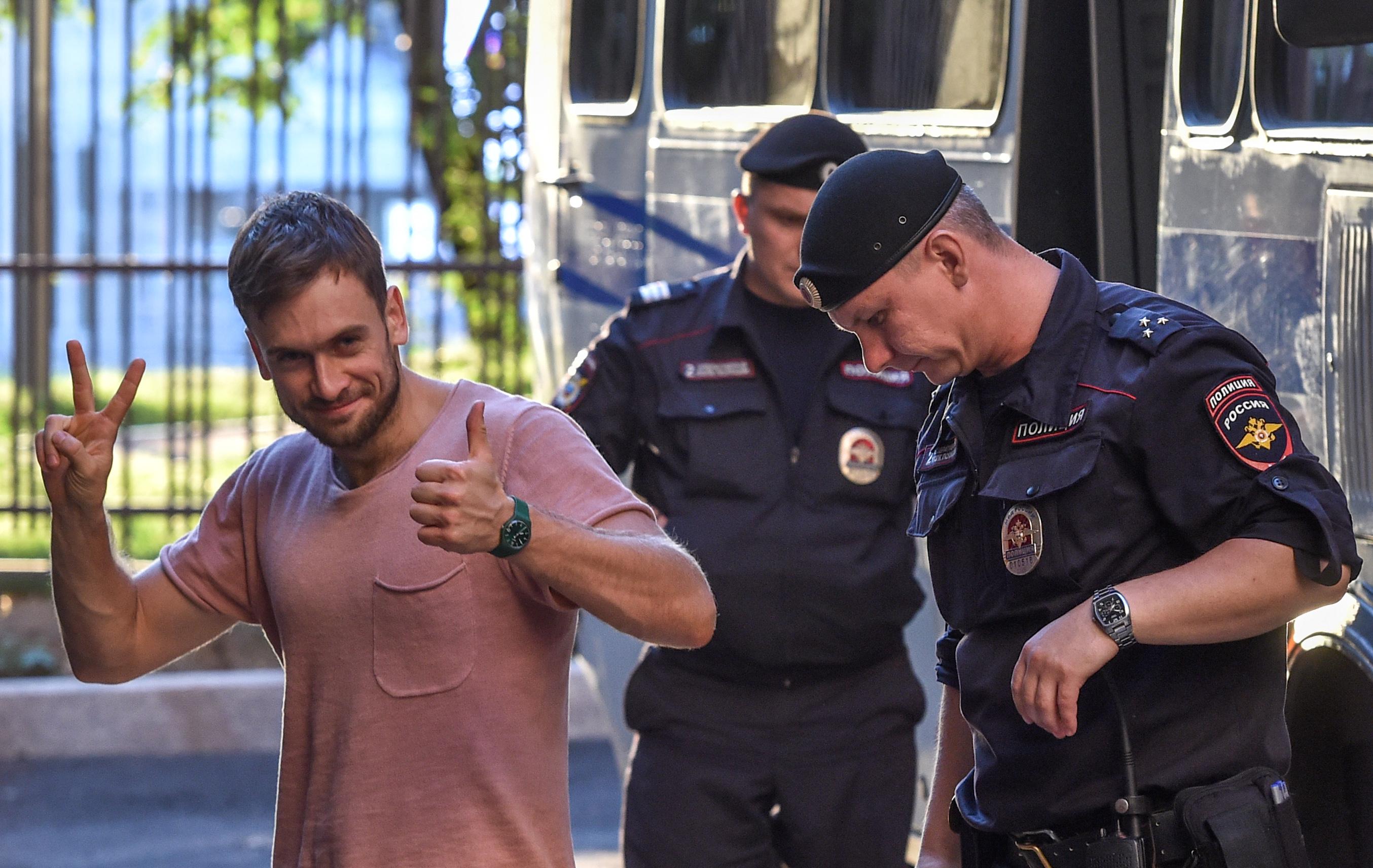 Német orvosai szerint nincs más magyarázat a Pussy Riot-tag állapotára, mint a mérgezés