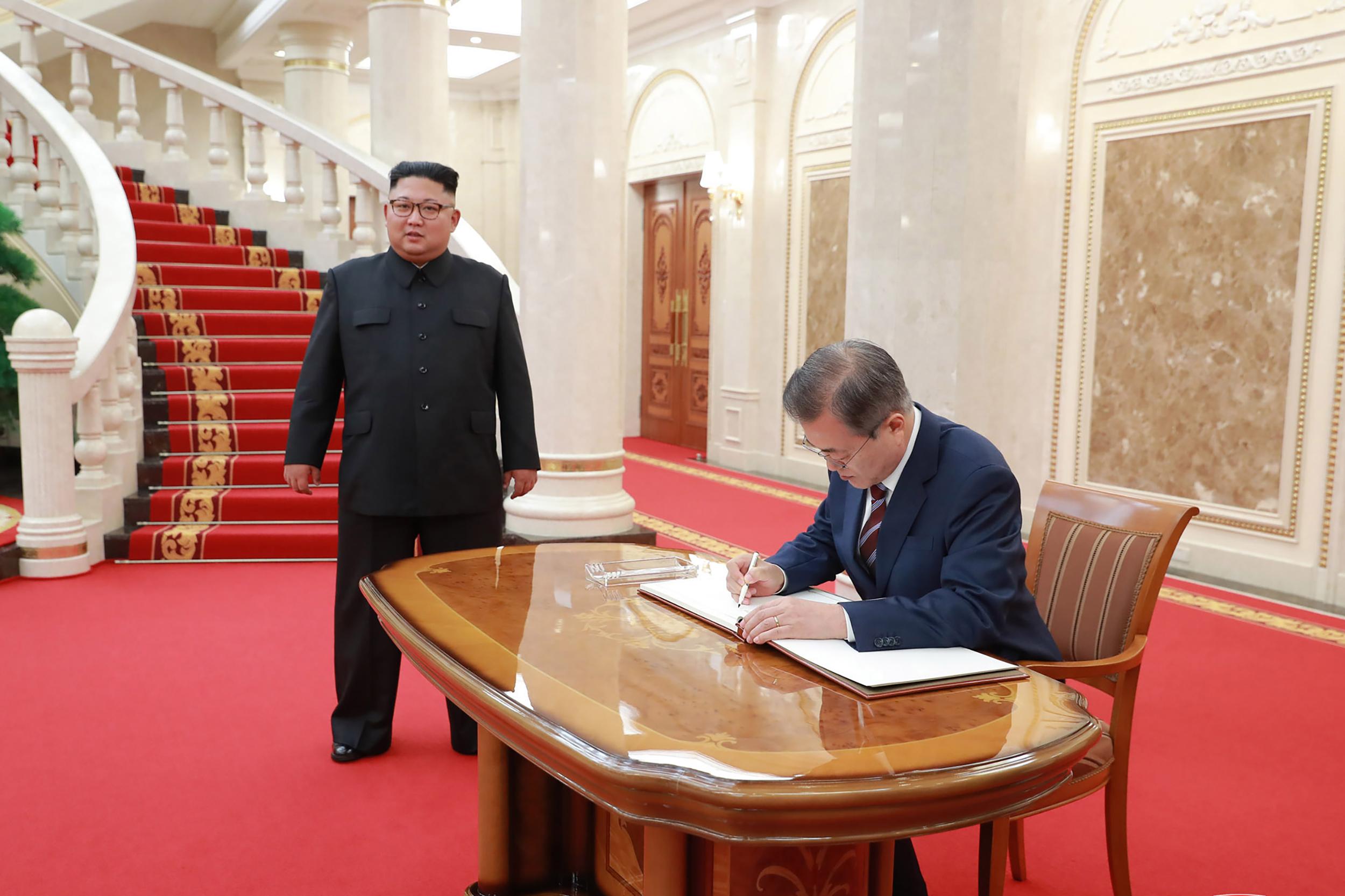 Áttörés Koreában, Kim belement fő rakétakísérleti telepe leszerelésébe
