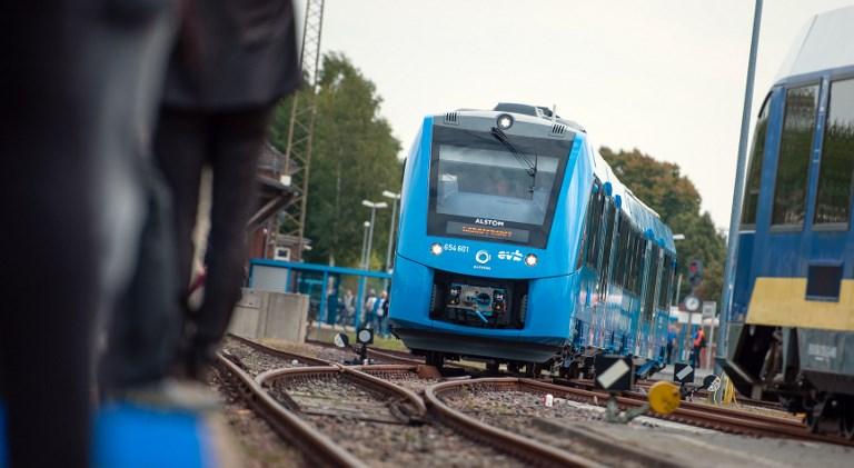 Németországban üzembe állították a világ első hidrogénhajtású vonatszerelvényeit