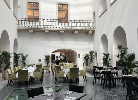 Két vendéglátóhelyet nyitott Zsidai Roy az MNB által milliárdokért felvásárolt régi budai városházán