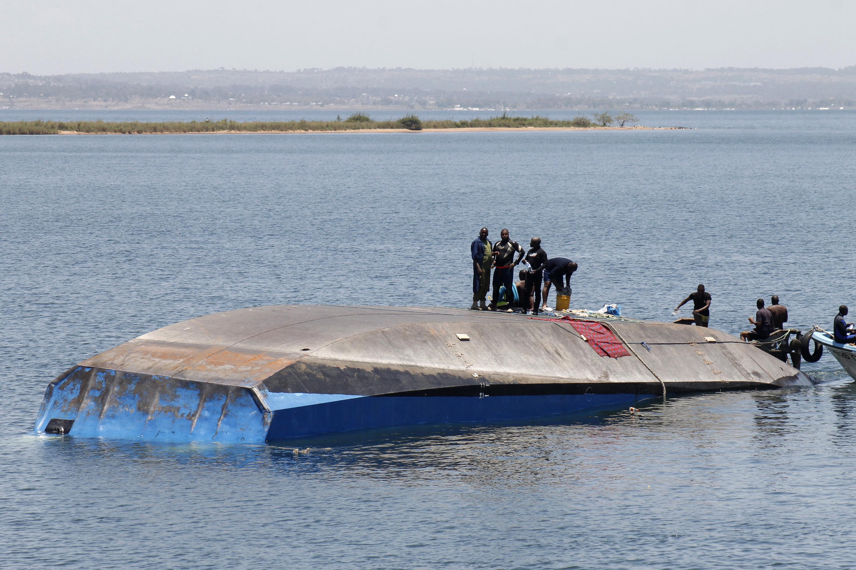 224-en haltak meg a tanzániai kompon, amely pár méterrel a kikötő előtt süllyedt el