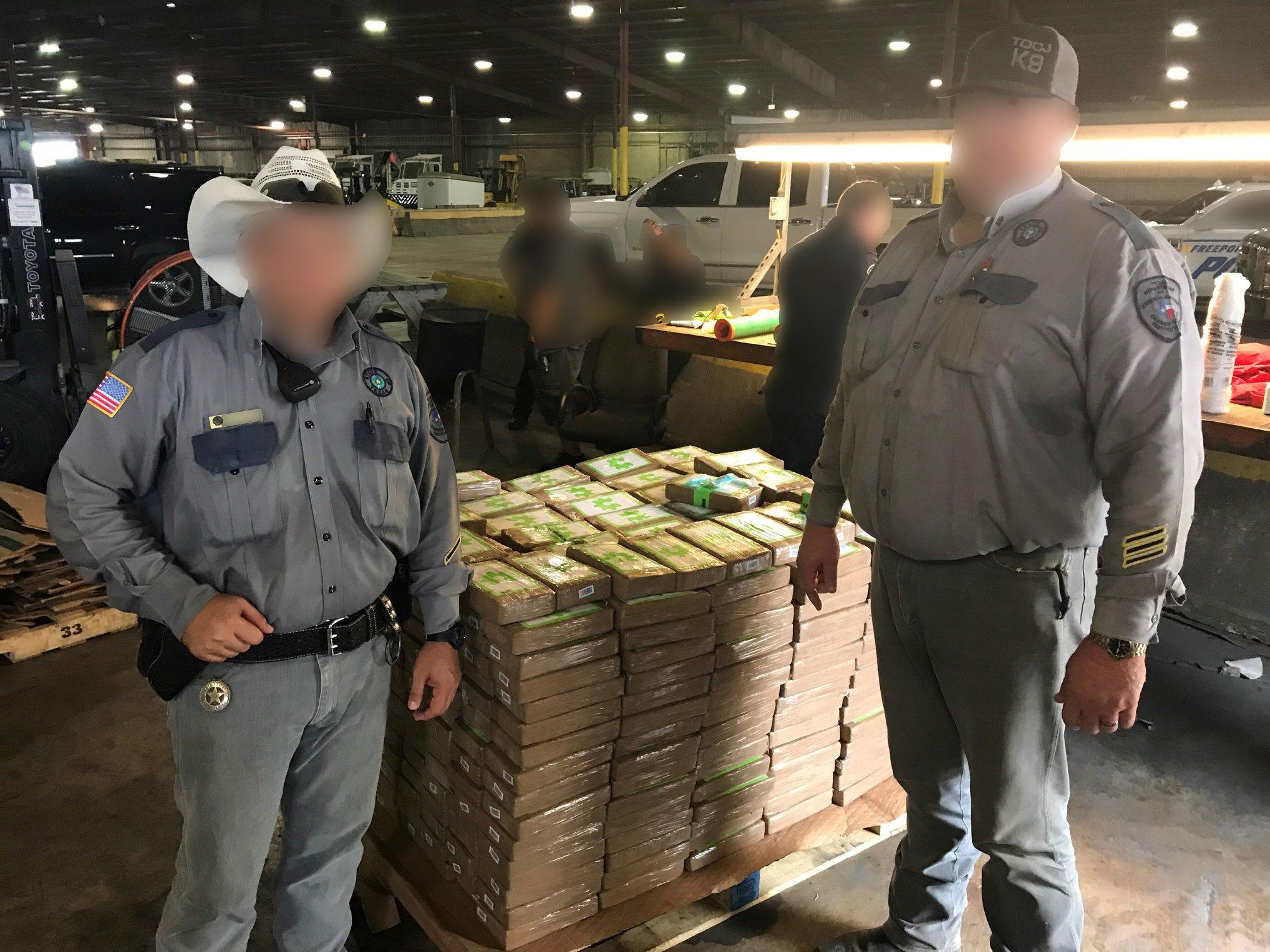 Közel 18 millió dollár értékű kokaint találtak a texasi börtönnek adományozott banánban