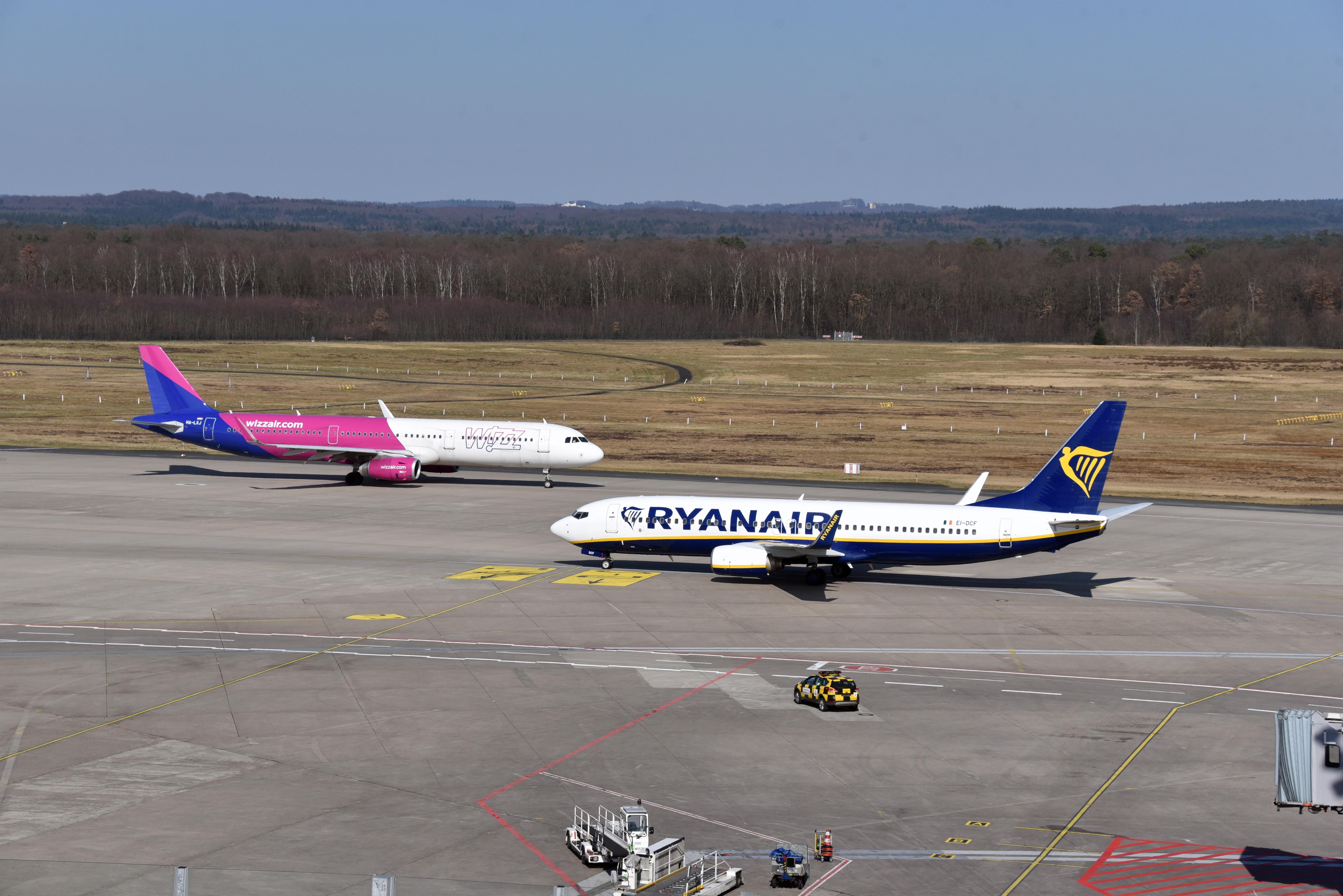 Megbírságolta a Ryanairt és Wizz Airt a fővárosi kormányhivatal