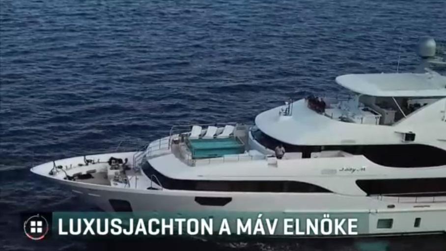 A kormánynak nem gyanús, hogy a MÁV elnöke Mészáros Lőrinc kipróbált üzlettársával jár hajózni az Adriára